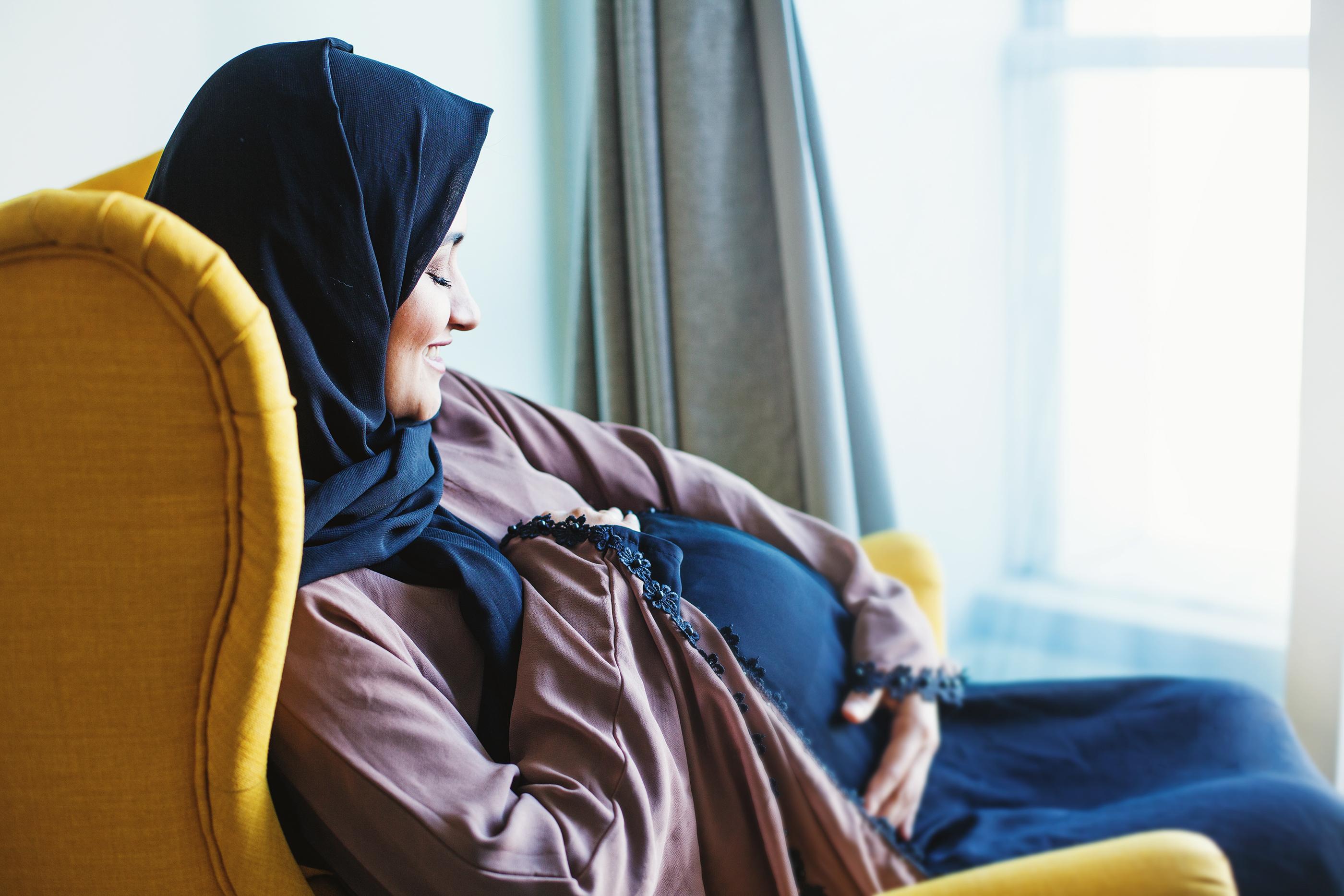 Folkhälsomyndigheten rekommenderar att gravida kvinnor vidtar samma försiktighetsåtgärder som med alla smittsamma sjukdomar.