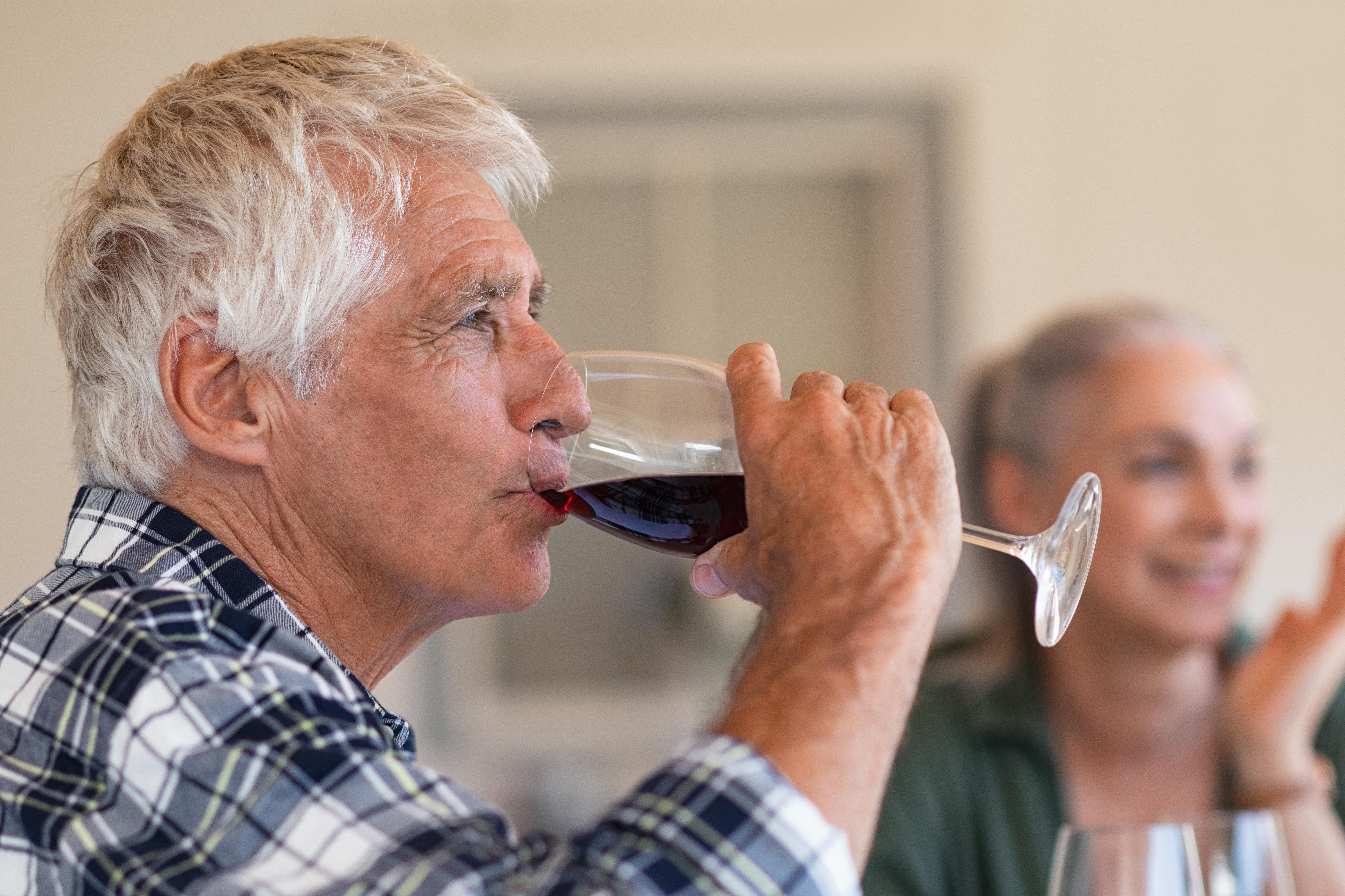 Hos äldre personer har alkoholkonsumtionen dock ökat och gruppen 65-85 år dricker i genomsnitt sex gånger per månad.