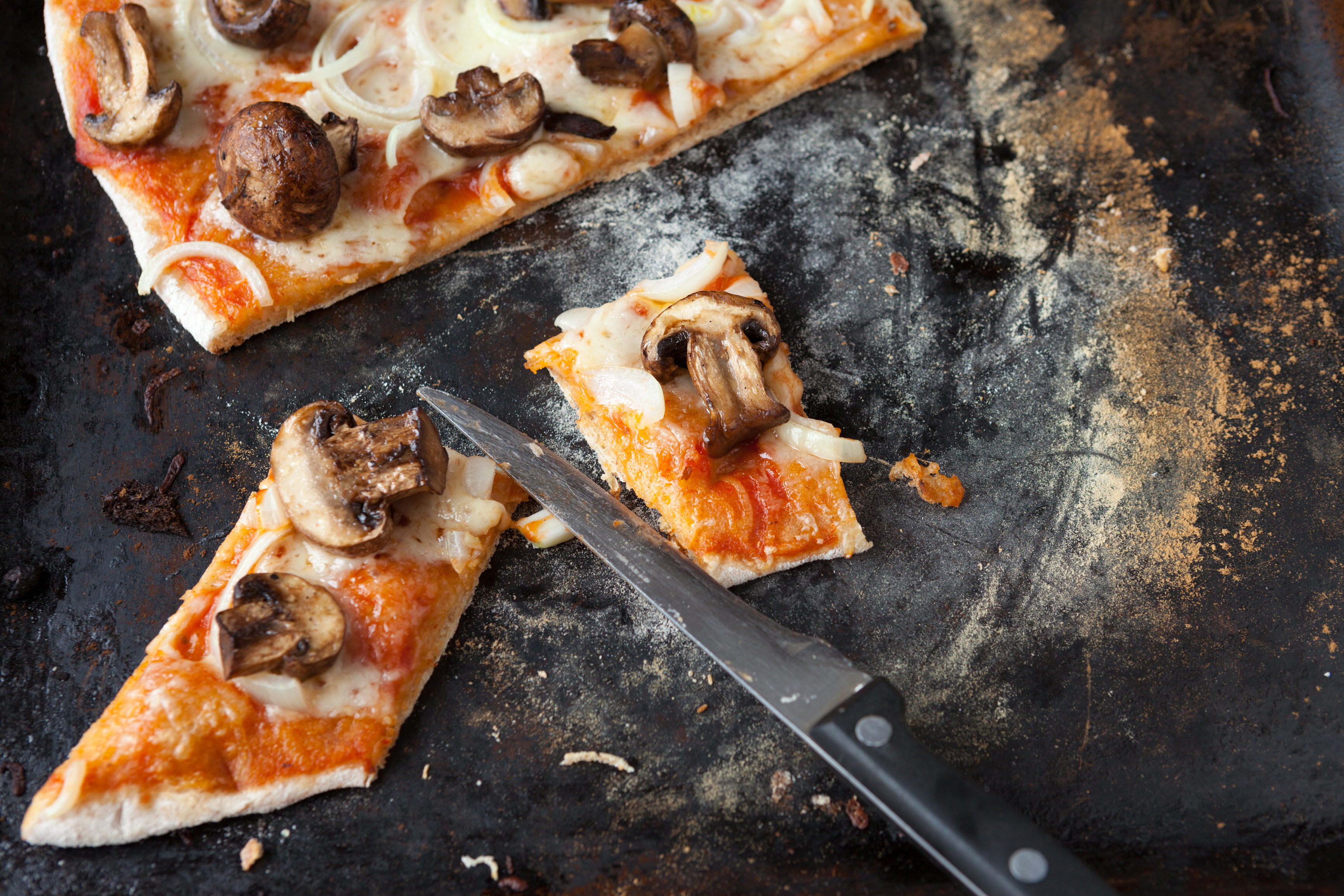 shutterstock_144423070 knäckepizza knäckebröd pizza doktorn matrecept tips massolit.jpg