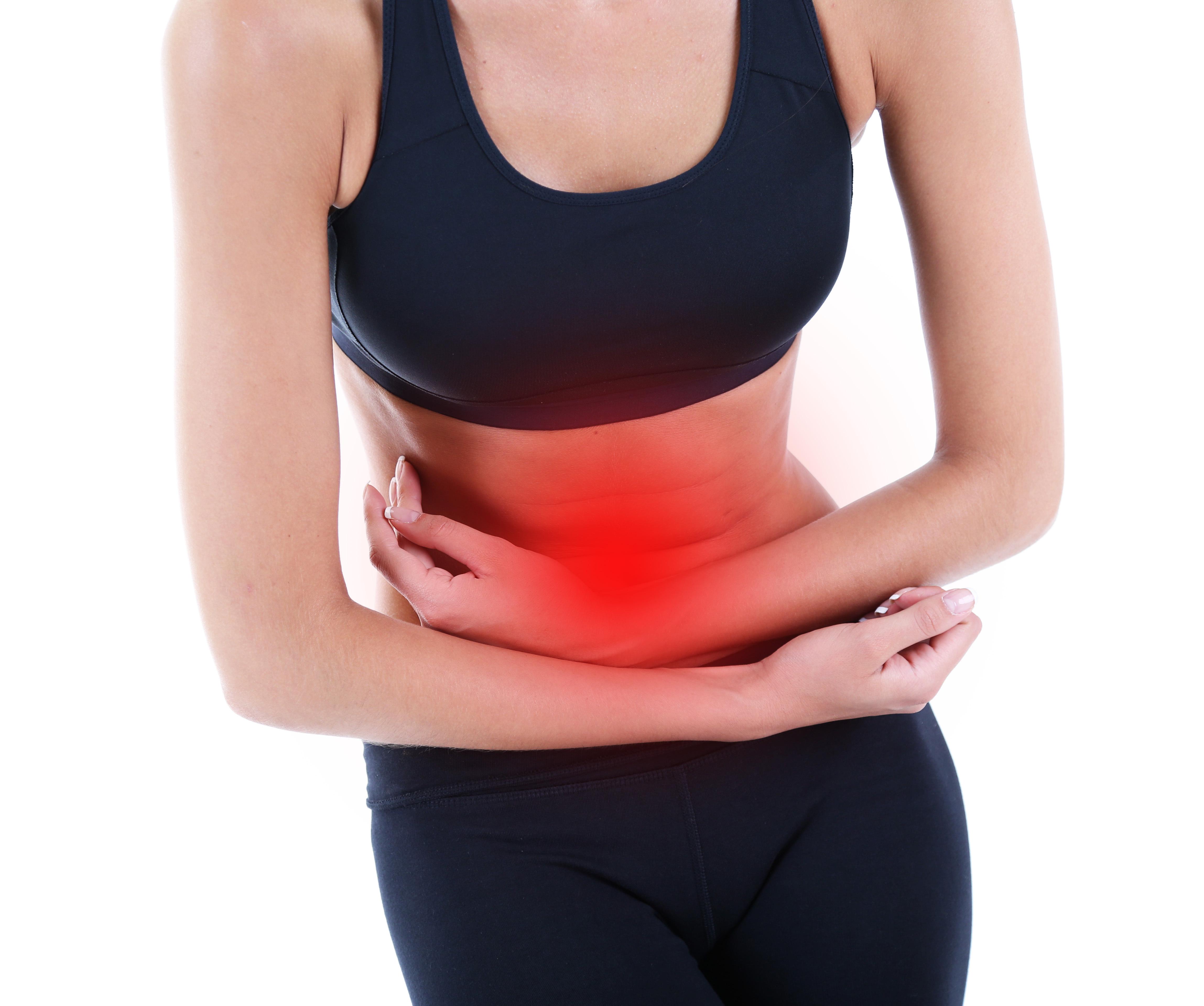 Inflammerade tarmfickor orsakar oftast smärta i nedre delen av magen.