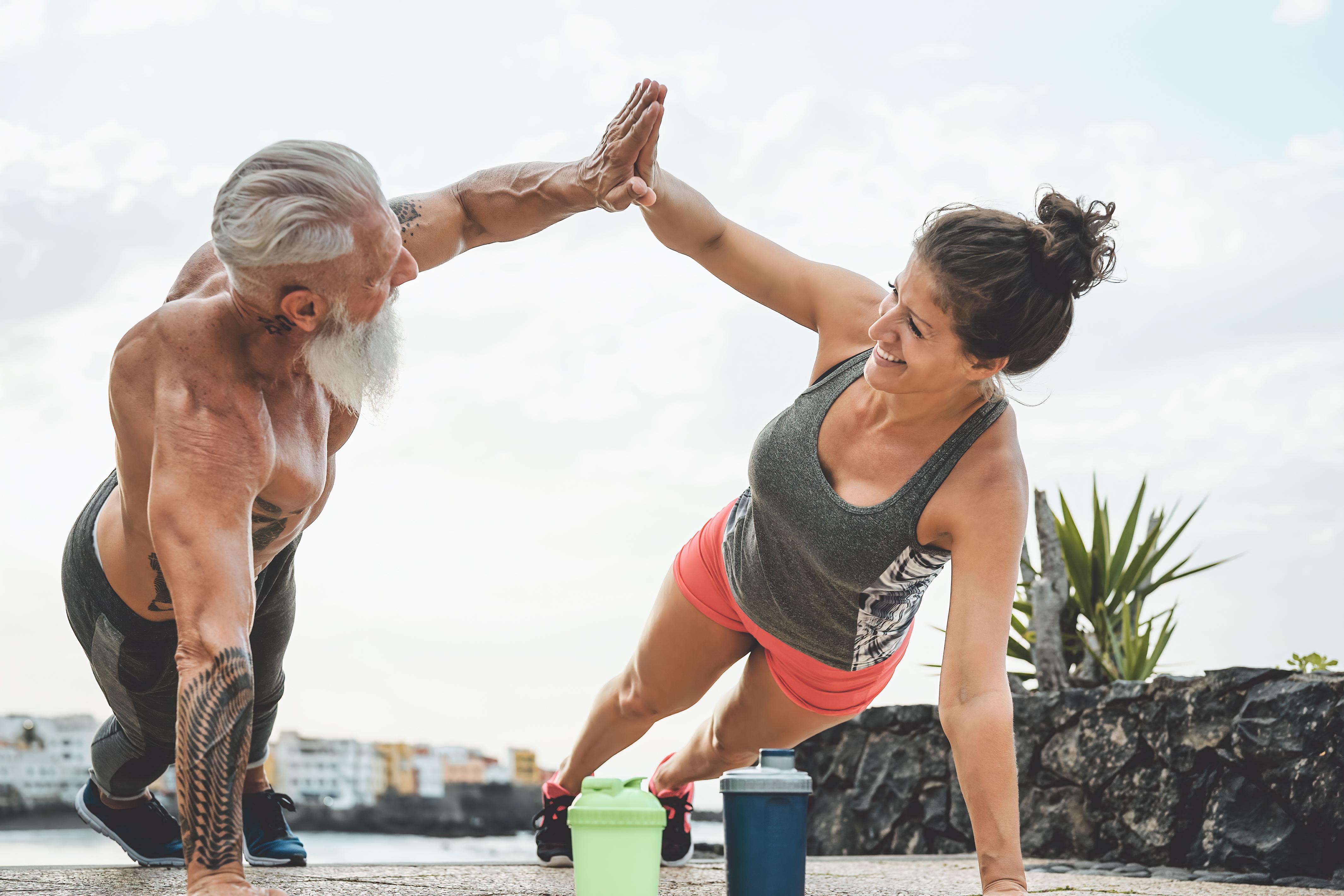 Närmare fyra av tio i åldrarna 18 till 30 tränar minst tre gånger i veckan. En siffra som dock dalar bland äldre.