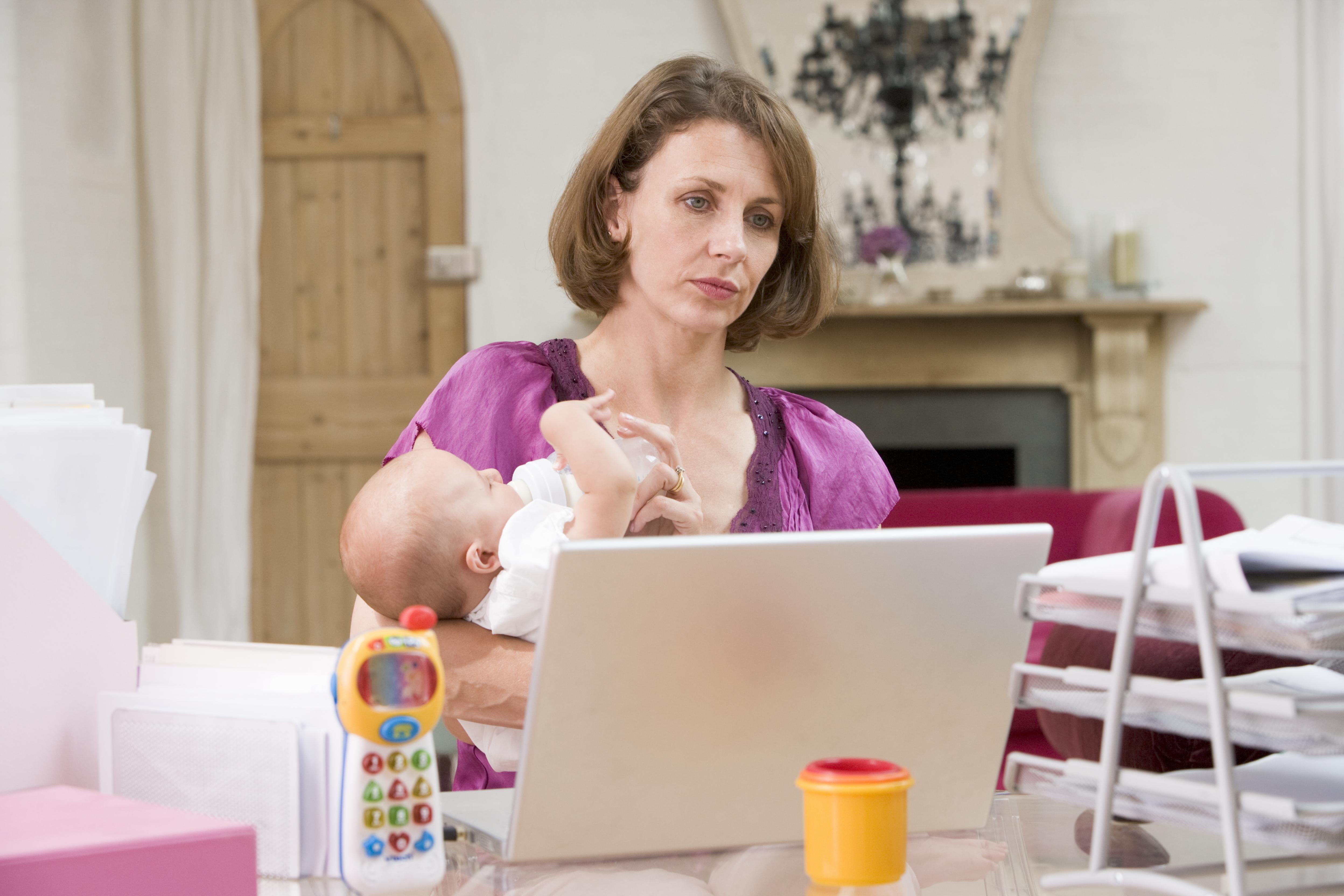 Högre position på jobbet än mannen gav mammor ökad risk för sjukskrivning.