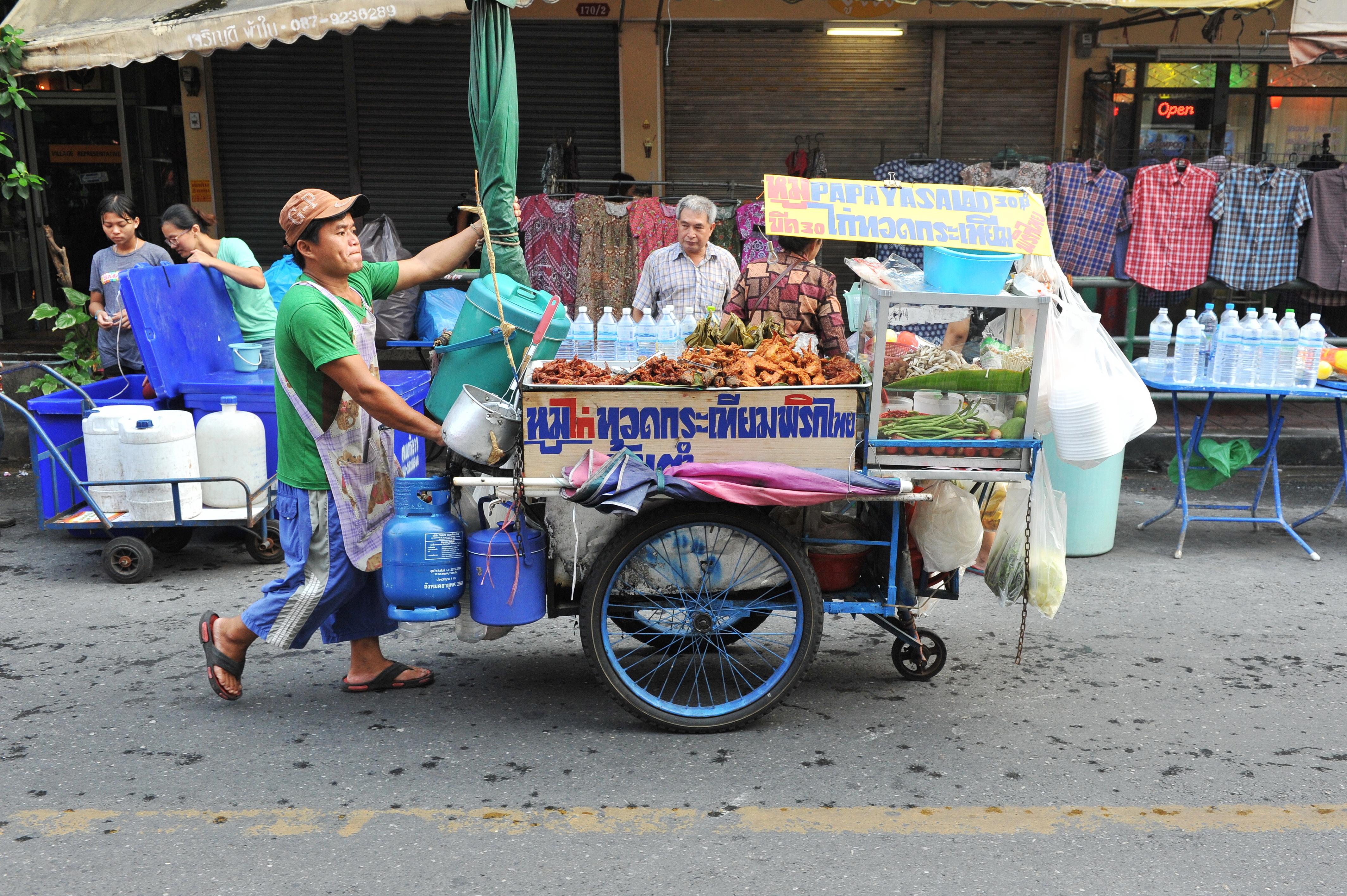 Infekterad mat och dryck är de vanligaste smittkällorna till turistdiarré. Foto: 1000 Words/Shutterstock