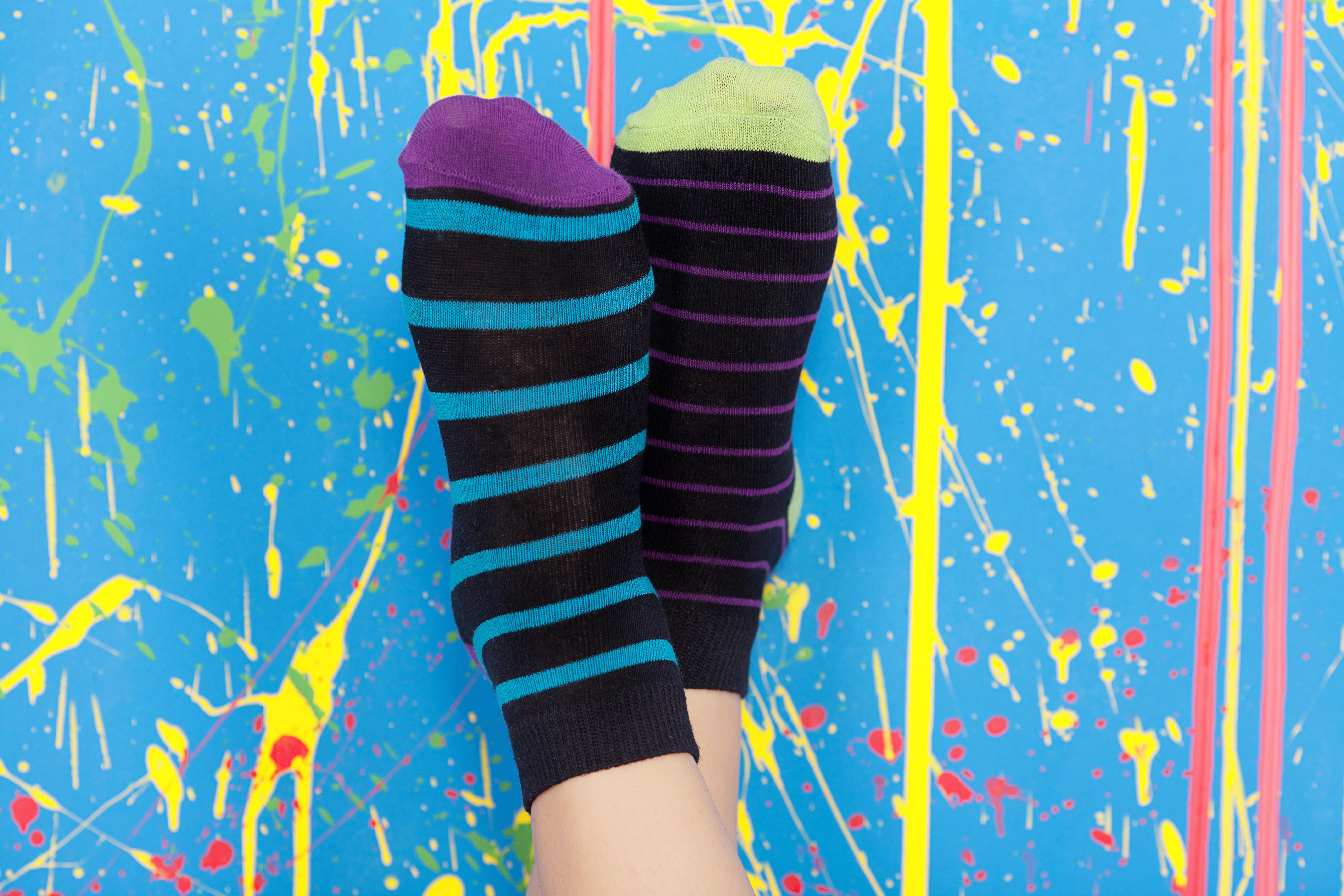 Att man rockar just sockar är för att kromosomer ser ut som små kryss precis som sockor som paras ihop med hälarna mot varandra.