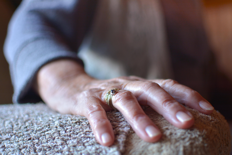 Reumatism (reumatoid artrit) är en inflammatorisk sjukdom som drabbar lederna.