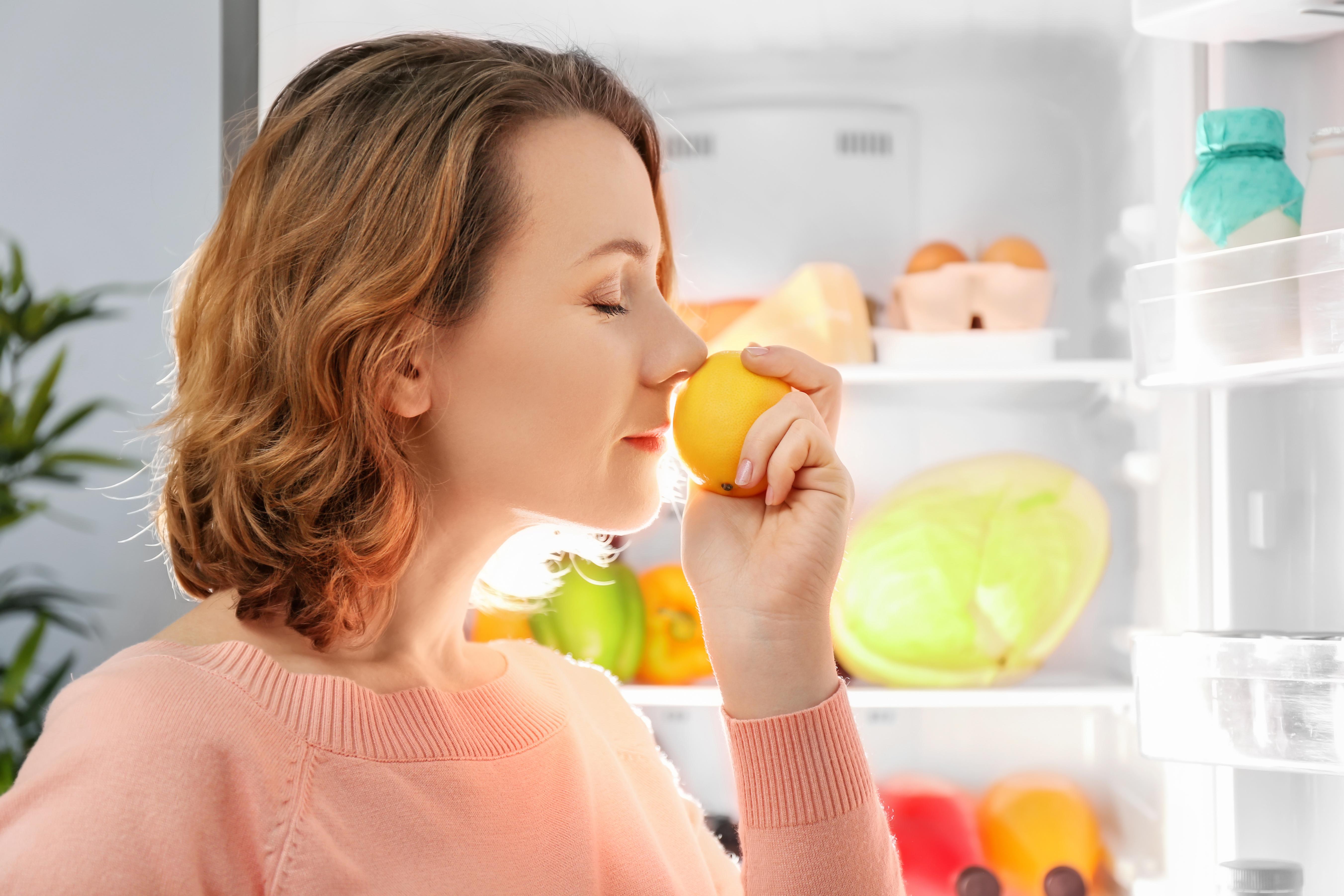 Att ha tappat luktsinnet kan vara handikappande, eftersom man inte känner dofter och även smaksinnet blir nedsatt.