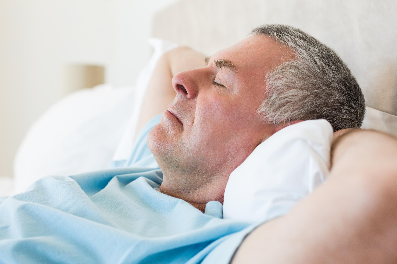Forskarna ska nu försöka ta reda på vad i kroppen som gör att för lite eller för mycket sömn ökar risken för stroke.