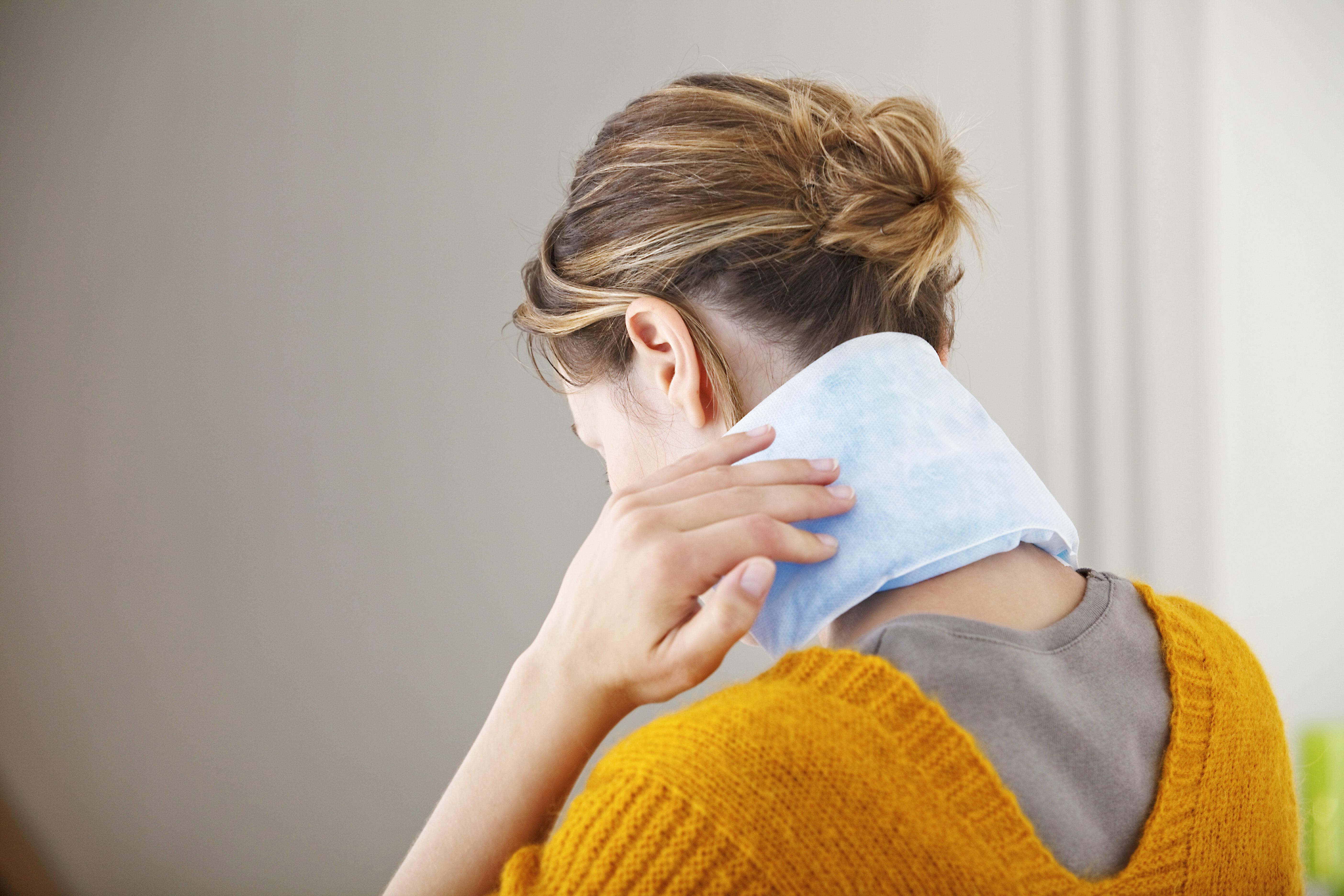Kvinnor med långvarig nacksmärta har ofta begränsningar i nackens rörelseomfång.