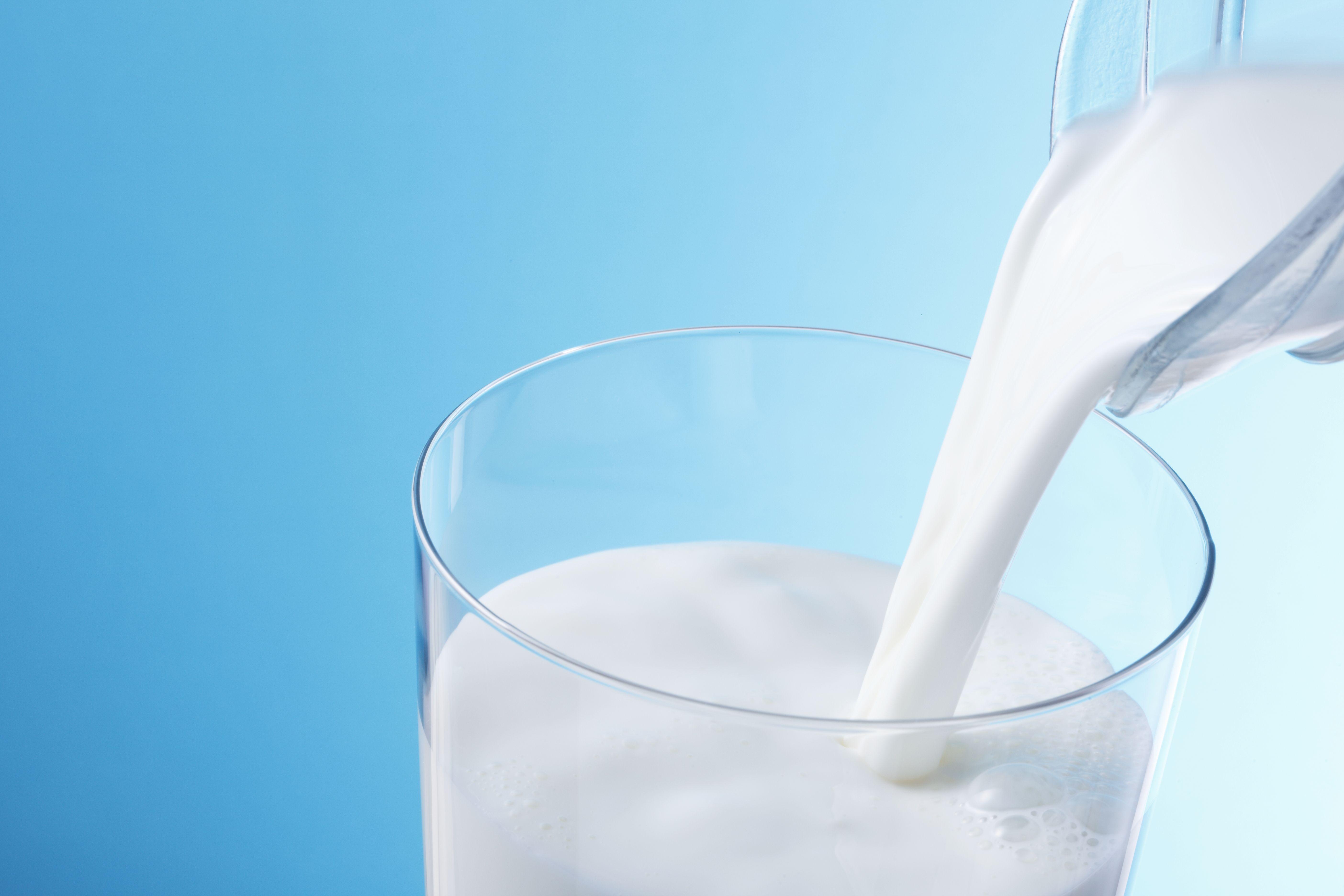 Laktosintolerans innebär att man inte tål mjölksocker, och då kan man istället använda laktosfria produkter.