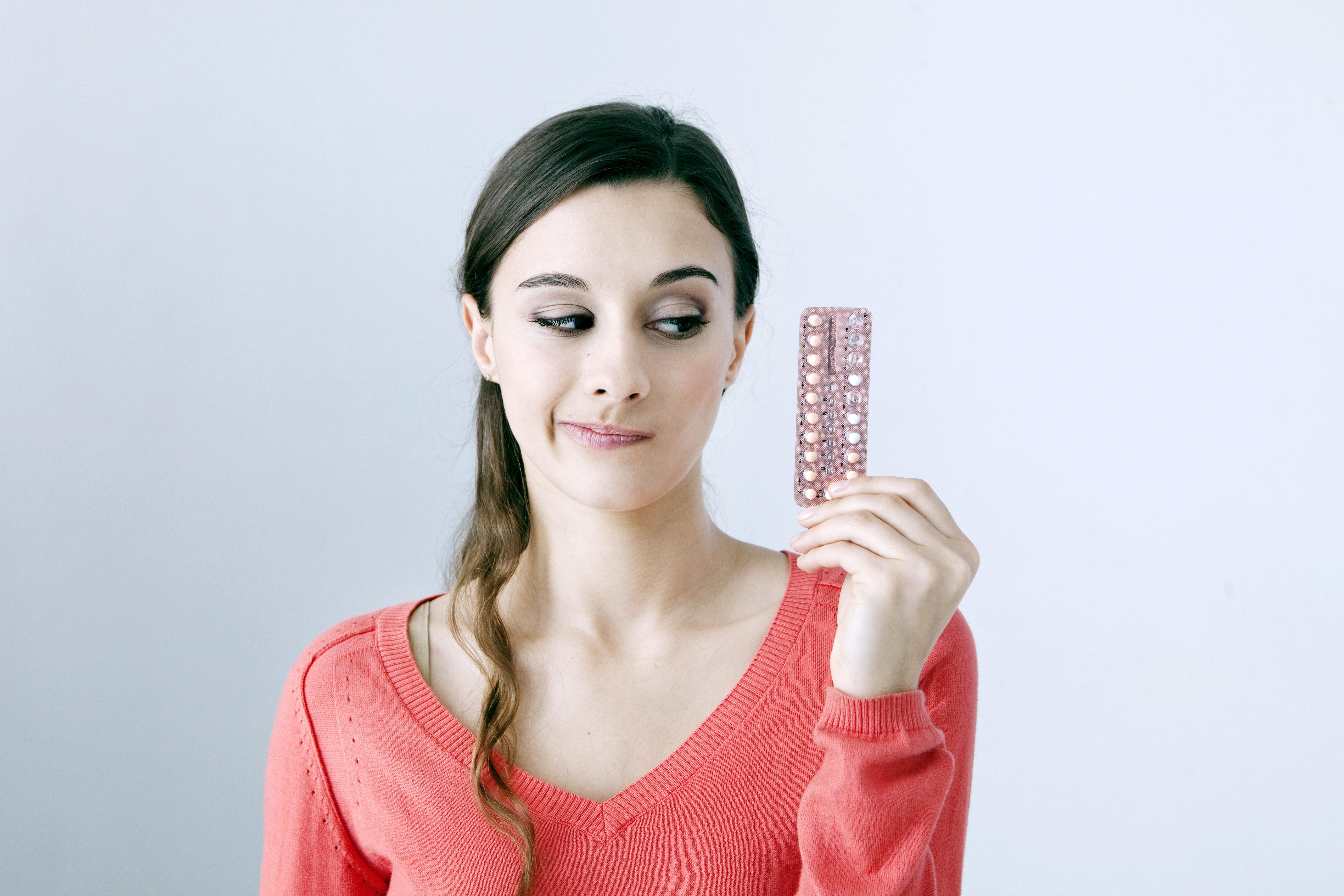 Fortsatt forskning på området bör fokusera på de kvinnor som upplever att de påverkas negativt av hormonella preventivmedel.