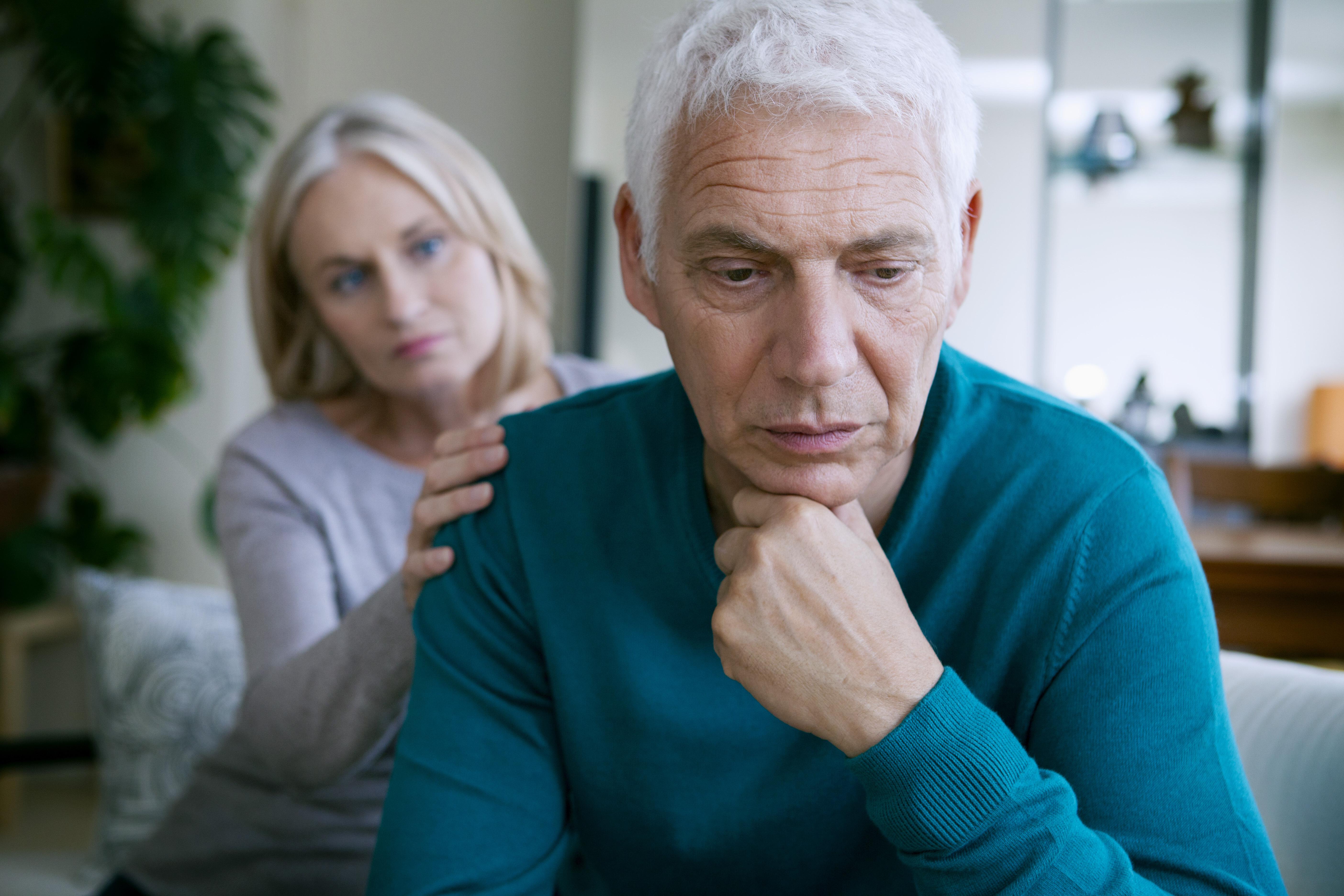 Vid afasi skadas den del av hjärnan som styr språket, vilket gör att man får svårigheter med att kommunicera.