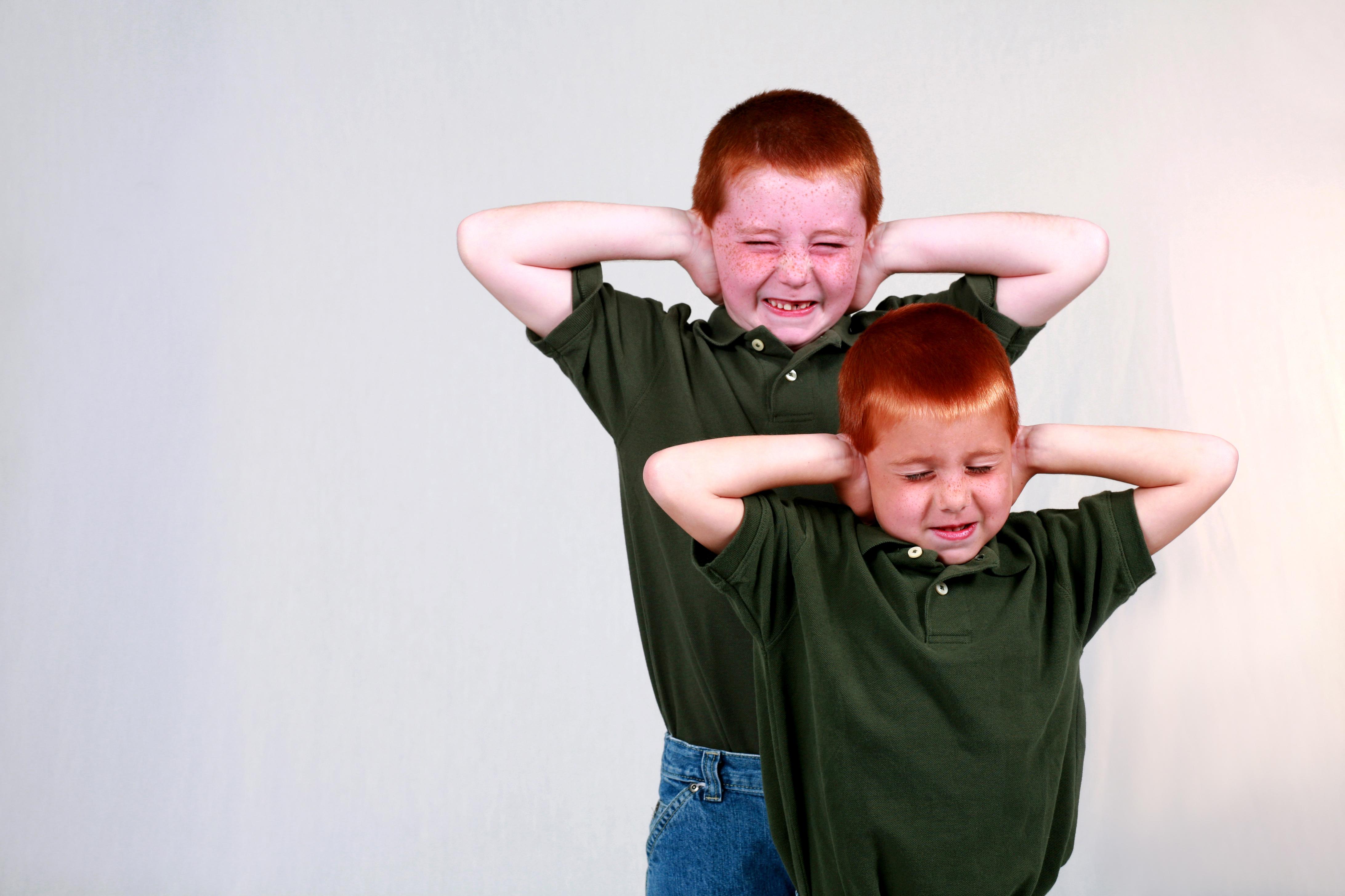 Personer med Aspergers syndrom kan ha svårigheter att koncentrera sig och vara mycket ljudkänsliga.
