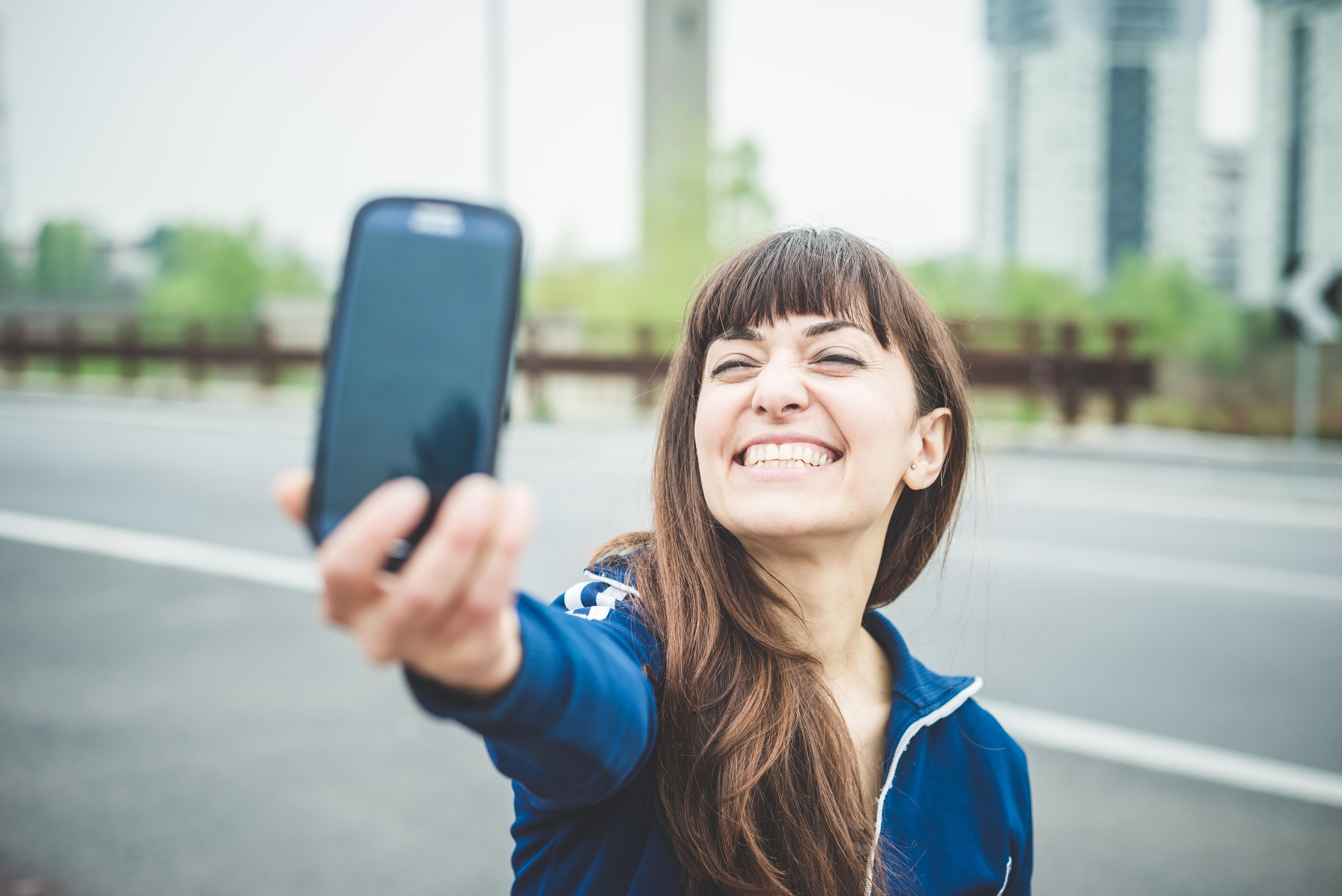 Det kan ha sina fördelar att ta selfies visar en ny studie.