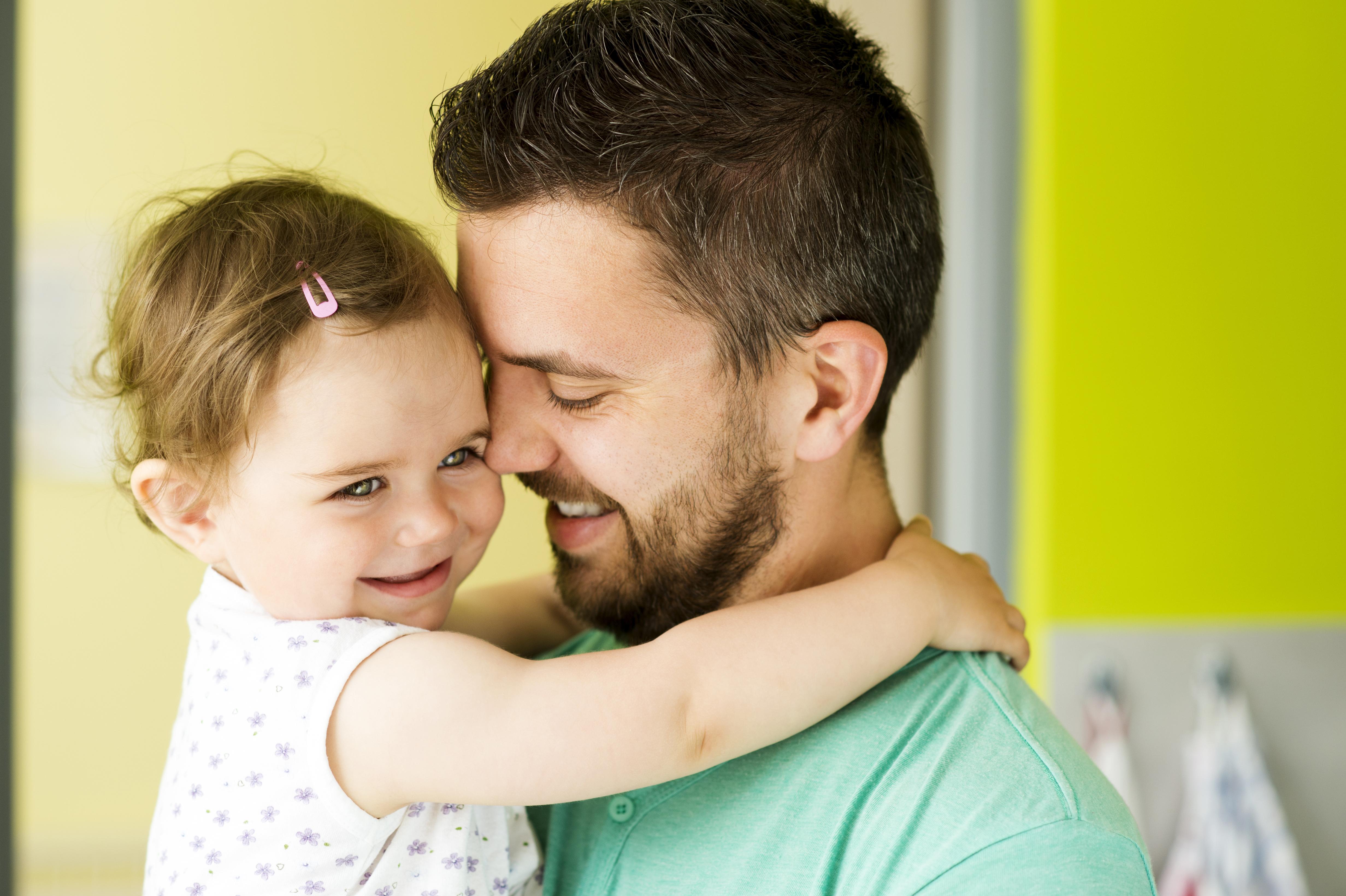 Forskning visar att hjärnan anpassar sig till föräldraskapet oavsett om man är gravid kvinna, pappa eller adoptivförälder.