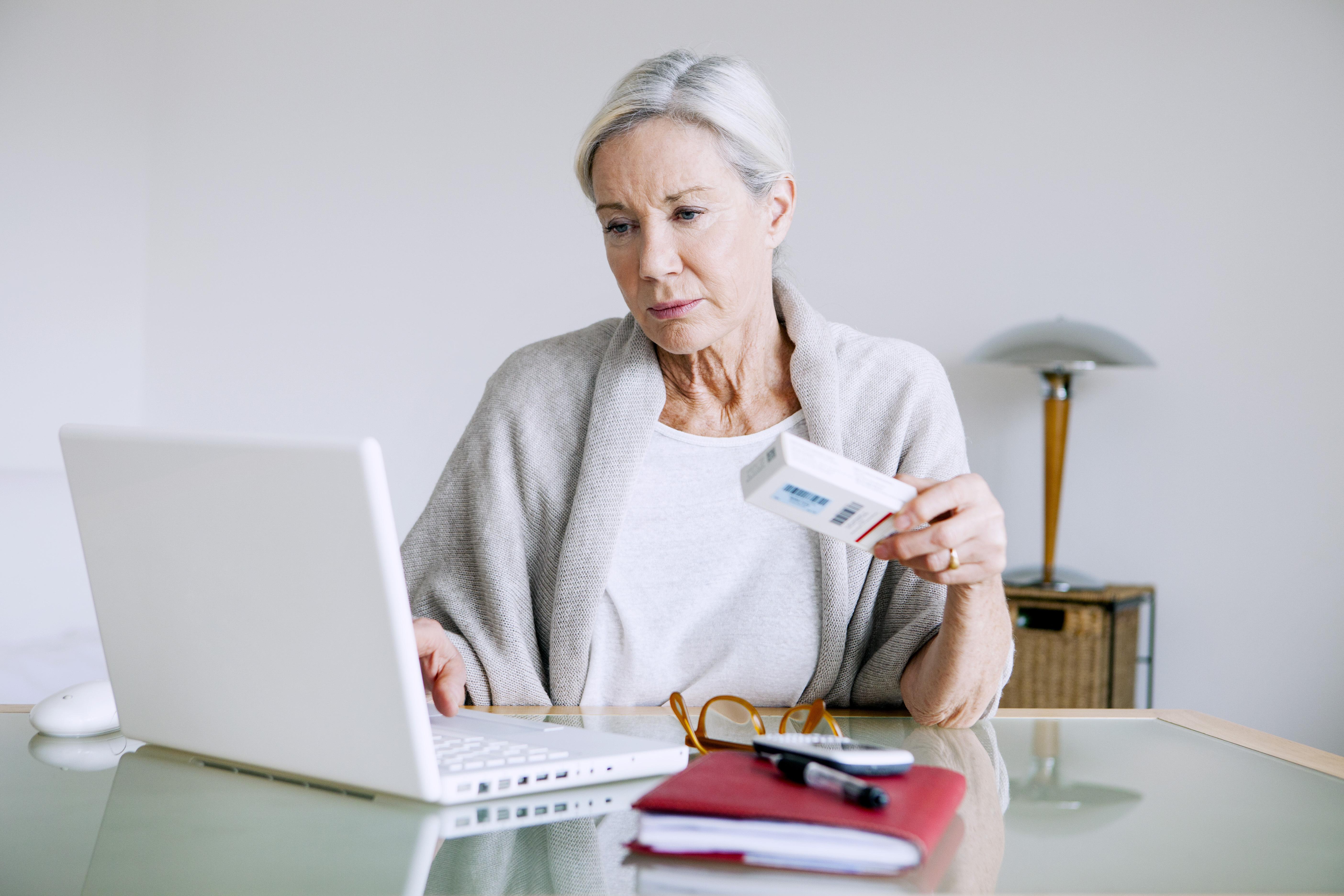 Genom e-hälsa kan vården anpassas till människors vardag, exempelvis kan man göra ett videobesök hos sin läkare istället för att köa på vårdcentralen.