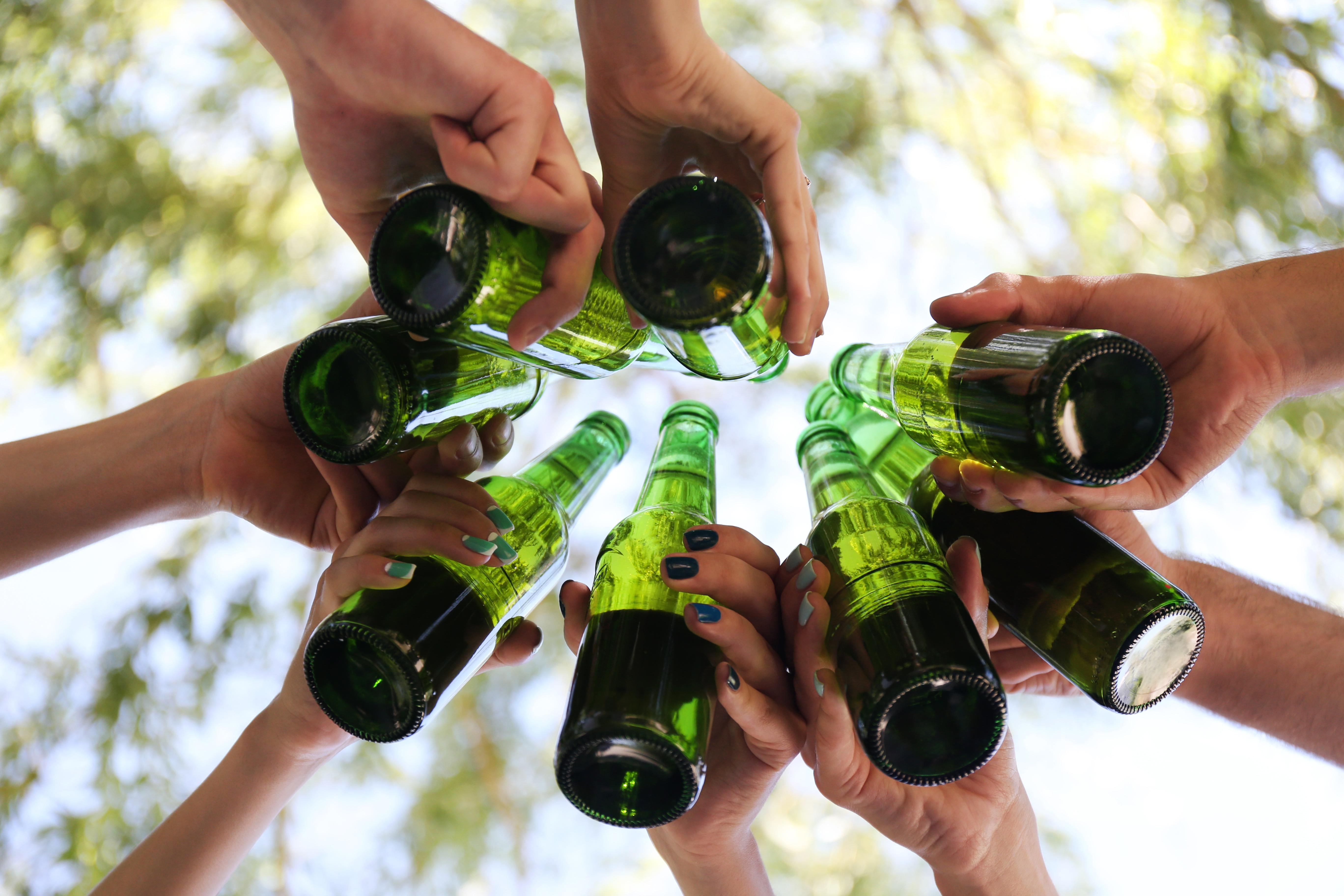 Under semestern är det inte ovanligt att många svenskar konsumerar mer alkohol även på vardagarna, till skillnad från under resten av året.