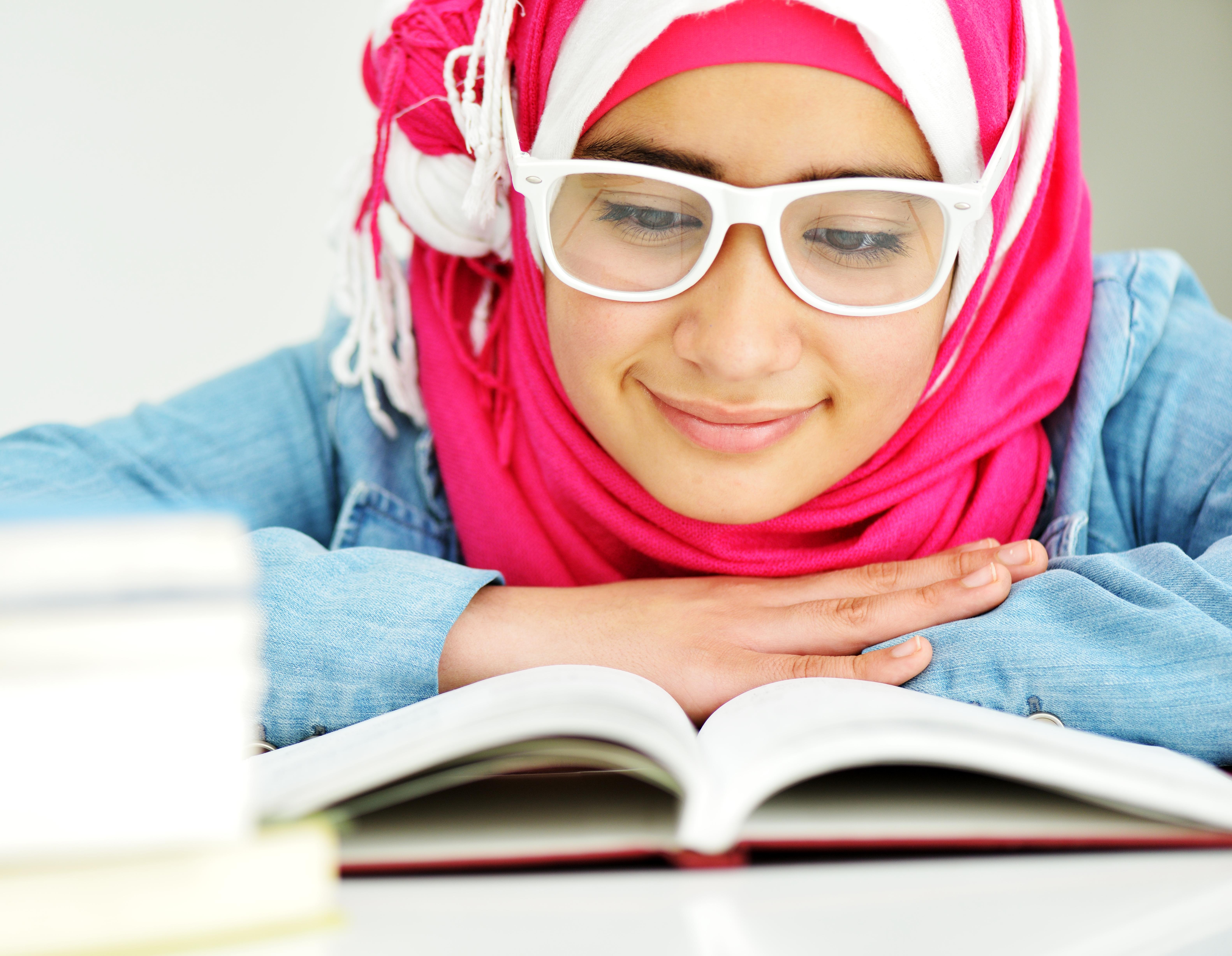 Personer med dyslexi har svårare att lära sig läsa och skriva. Totalt är det mellan 5 och 8 procent av befolkningen som har dyslexi.