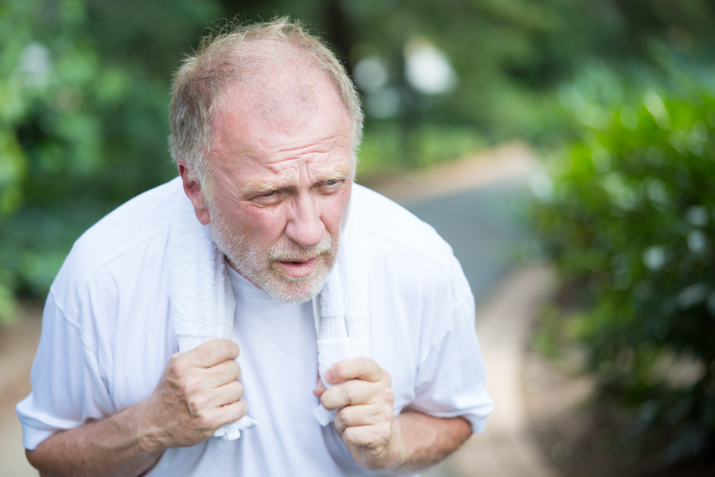 Höga natriumnivåer (hypernatremi) kan orsakas av en hög halt av natrium i kosten eller genom att inte dricka tillräckligt med vatten och att vara uttorkad.
