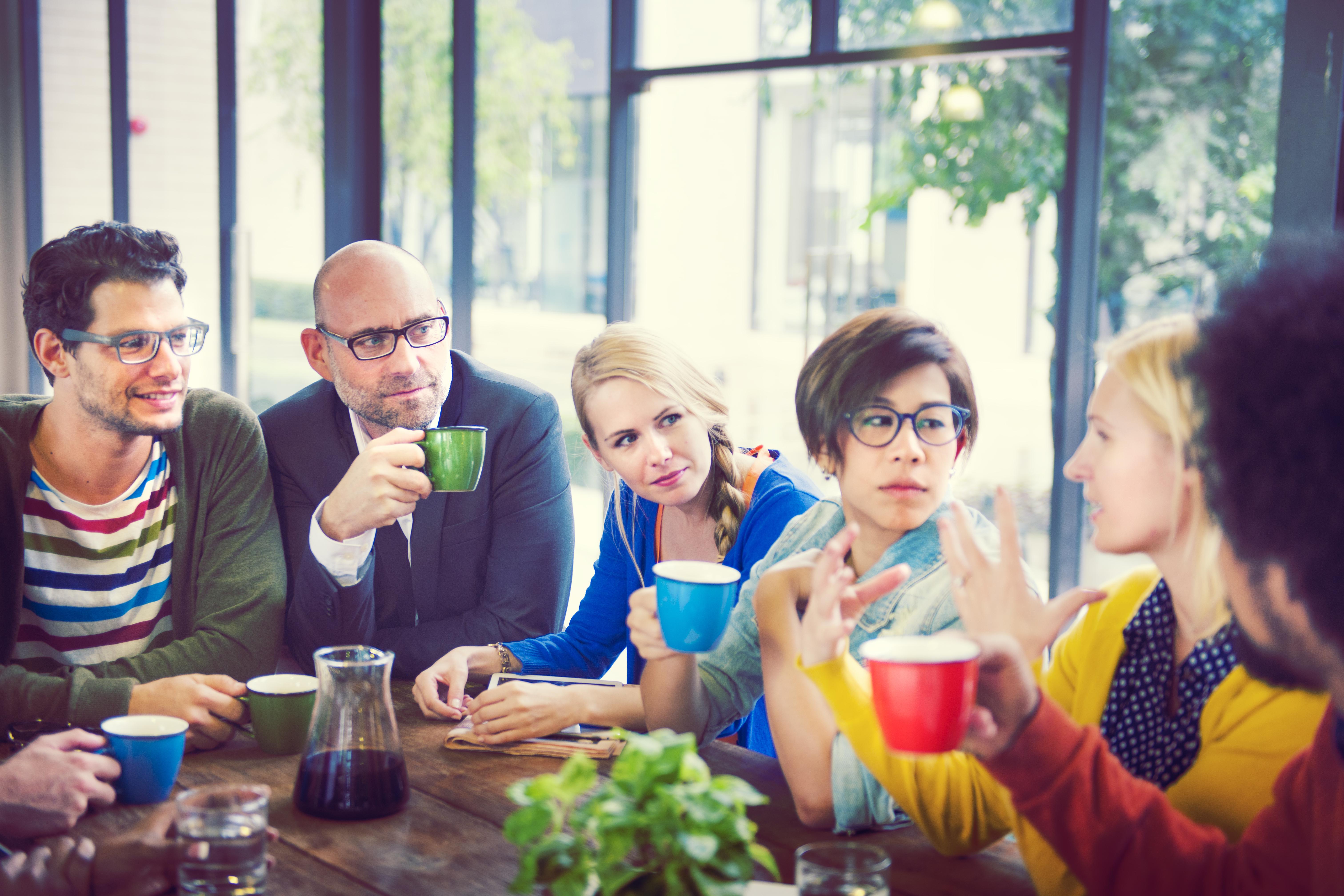 Risken att drabbas av ohälsa på grund av bristen på sociala kontakter är större hos yngre personer menar forskarna bakom studien.