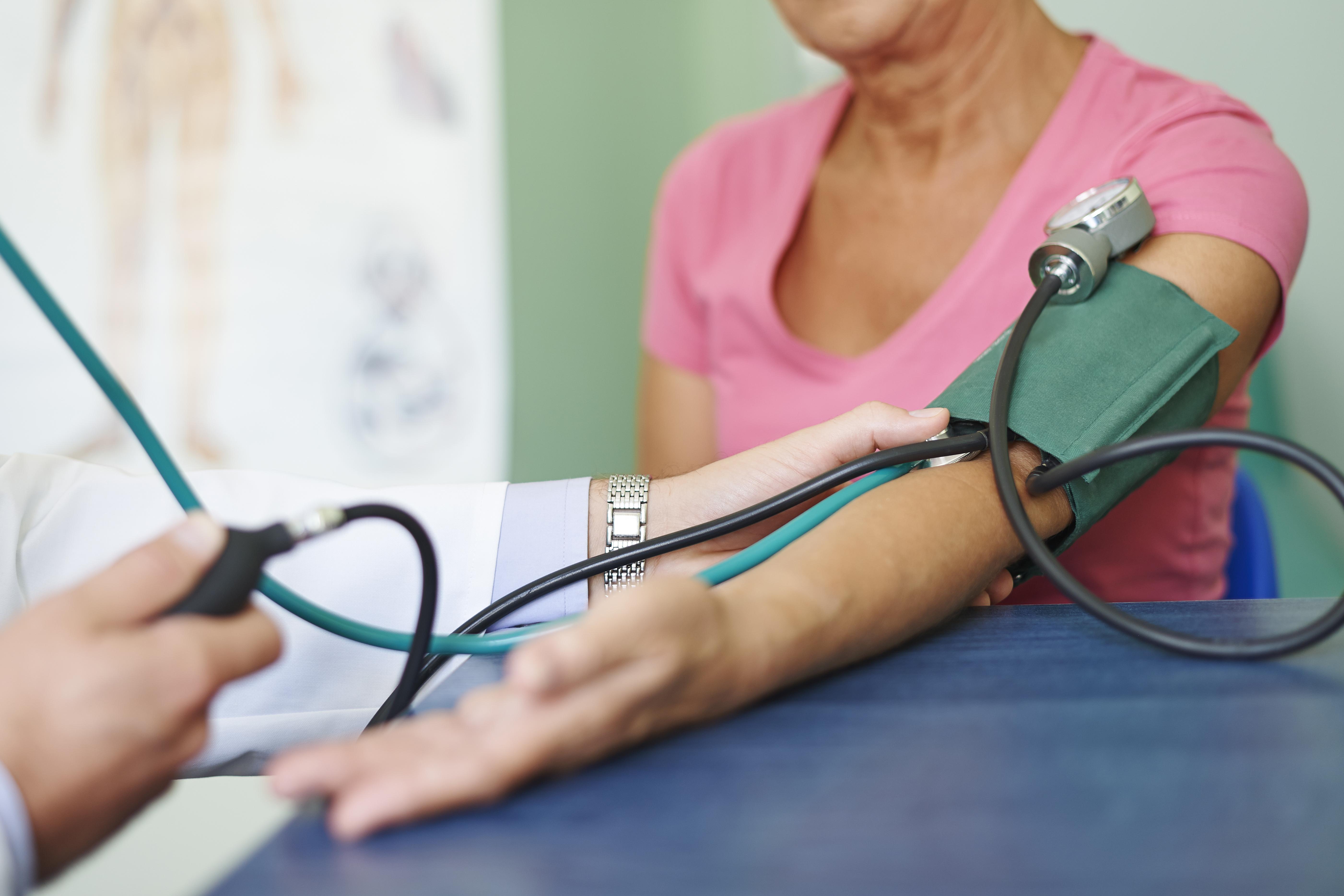 Man beräknar att var tredje vuxen svensk har högt blodtryck. Högt blodtryck försvårar hjärtats pumparbete och kan vara allvarligt om det inte behandlas.