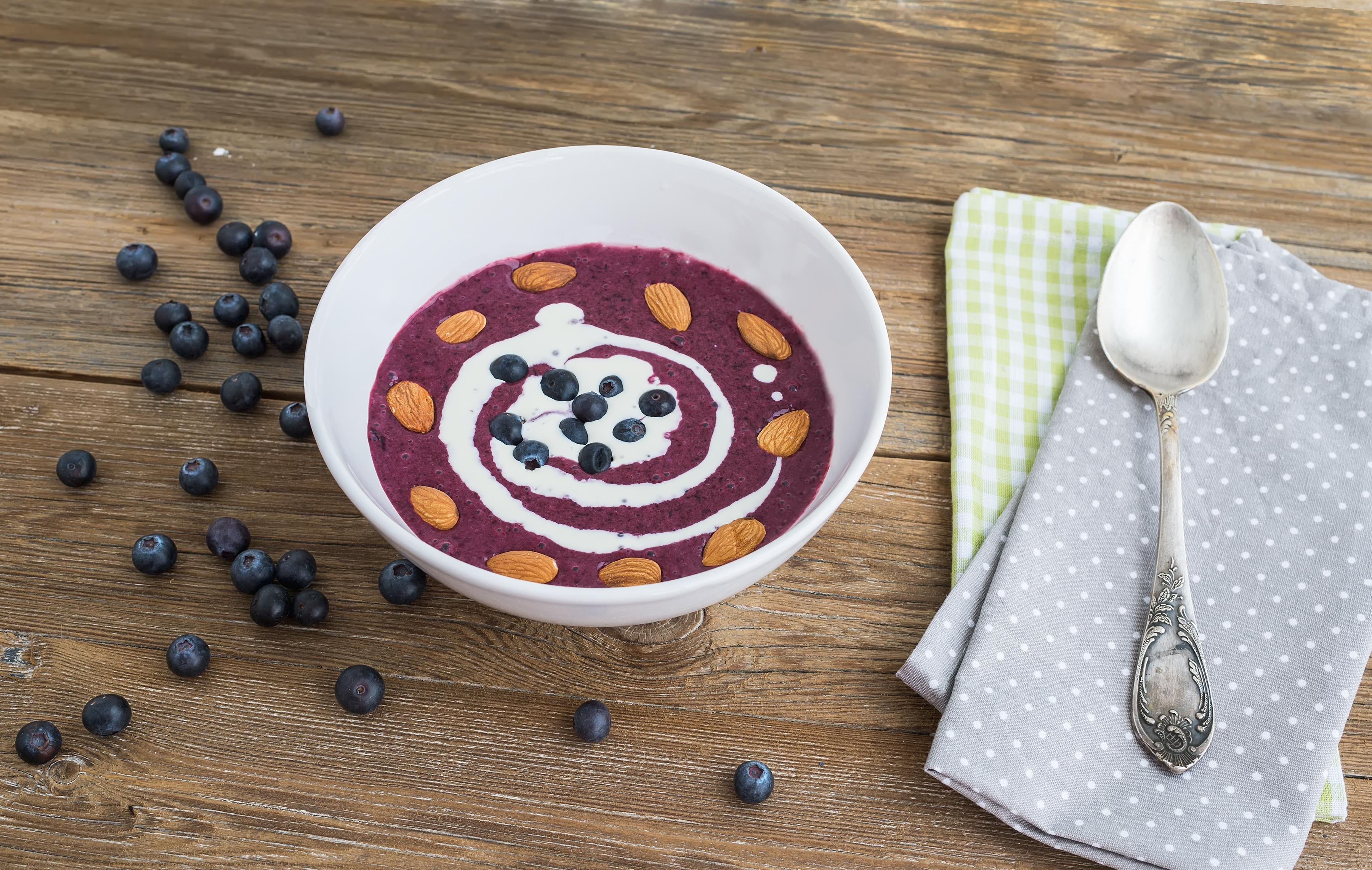 shutterstock_225978031 blåbärssoppa mat för skidbacken soppa blåbär mellanmål.jpg