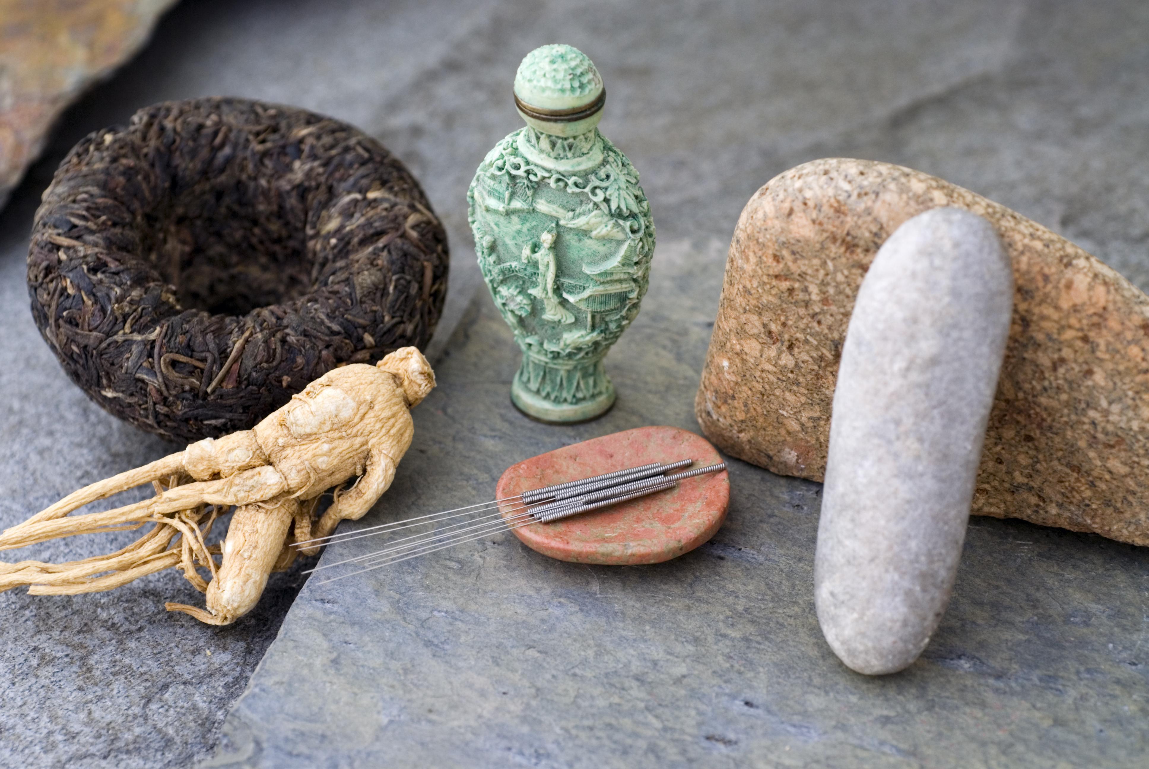 Det finns tre kinesiska studier av god vetenskaplig kvalitet som visar på en likartad effekt mellan akupunktur och klassisk läkemedelsbehandling.