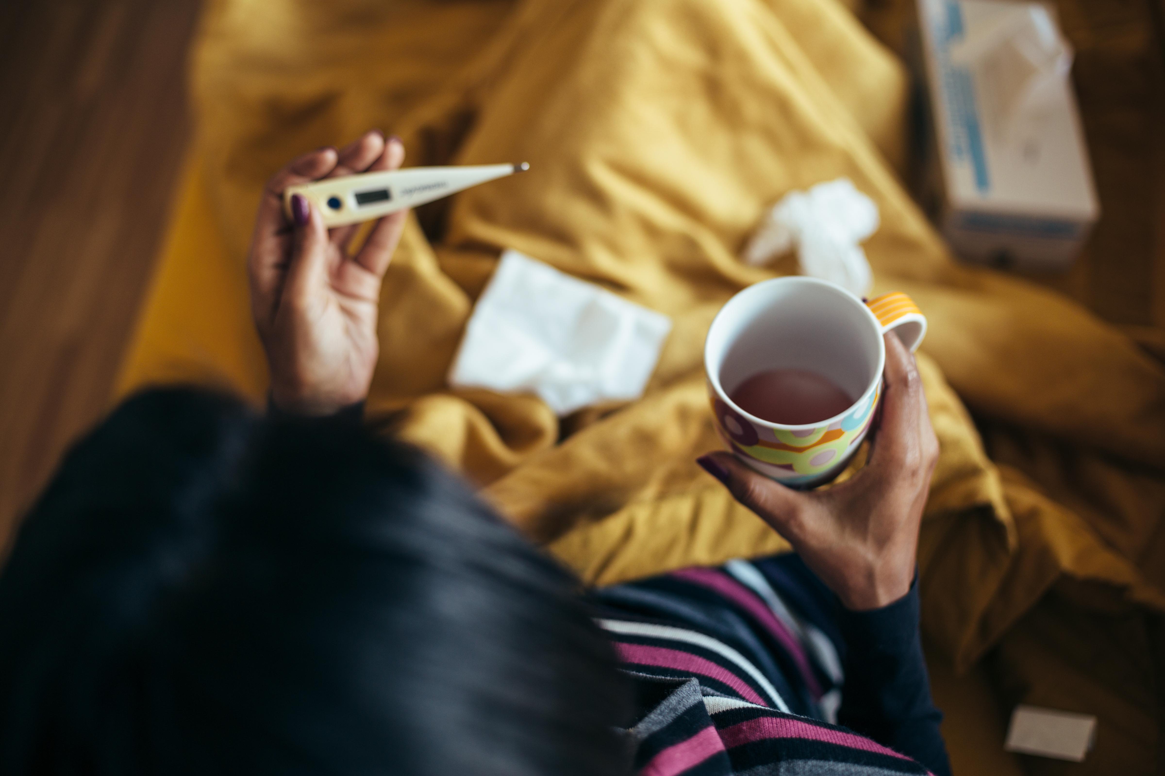 Både förkylning och influensa är i de allra flesta fall okomplicerade sjukdomar, som behandlas med egenvård.