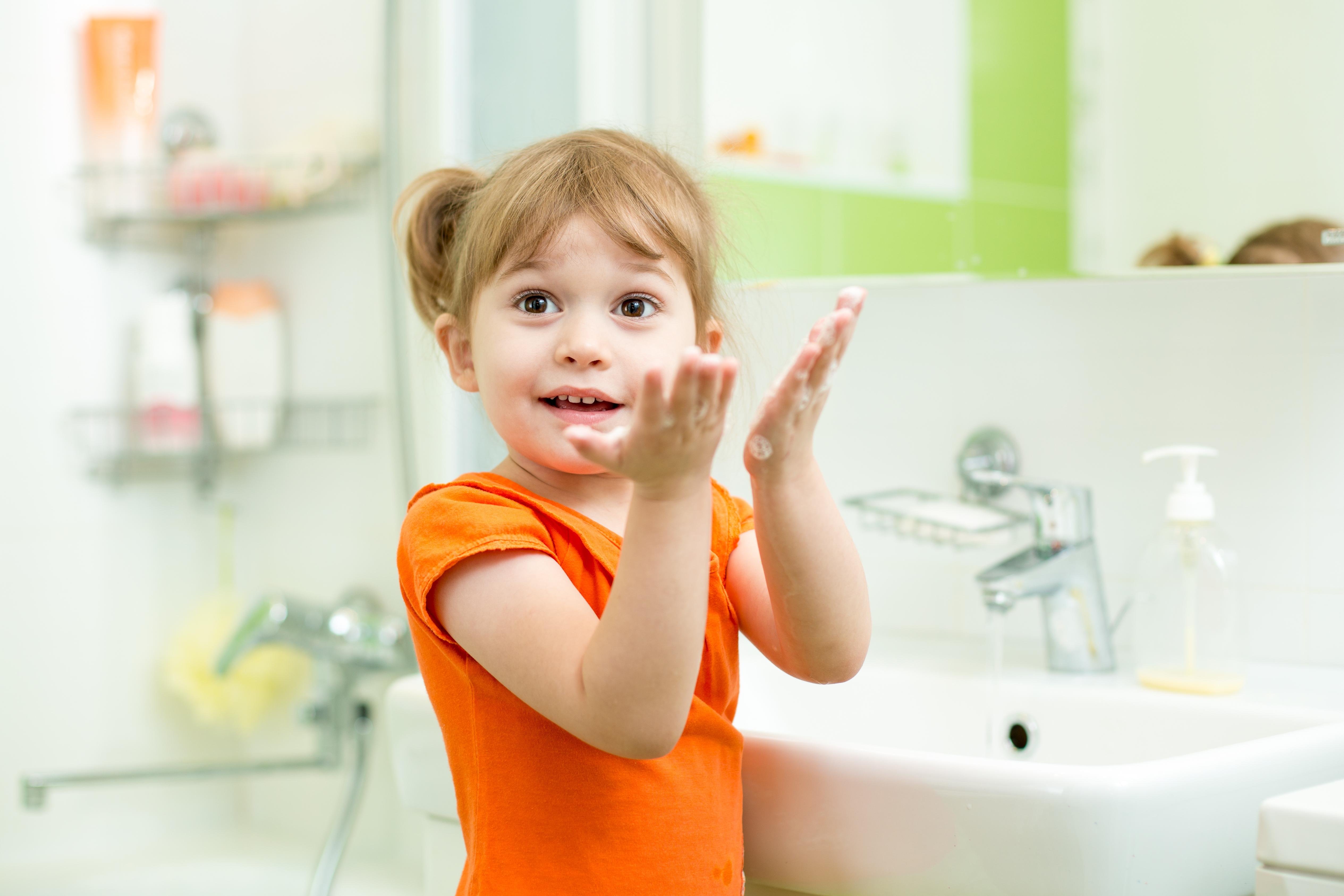 Genom att vara noggranna med att alltid tvätta våra händer i samband med exempelvis toalettbesök så kan vi bryta en eventuell smittkedja.