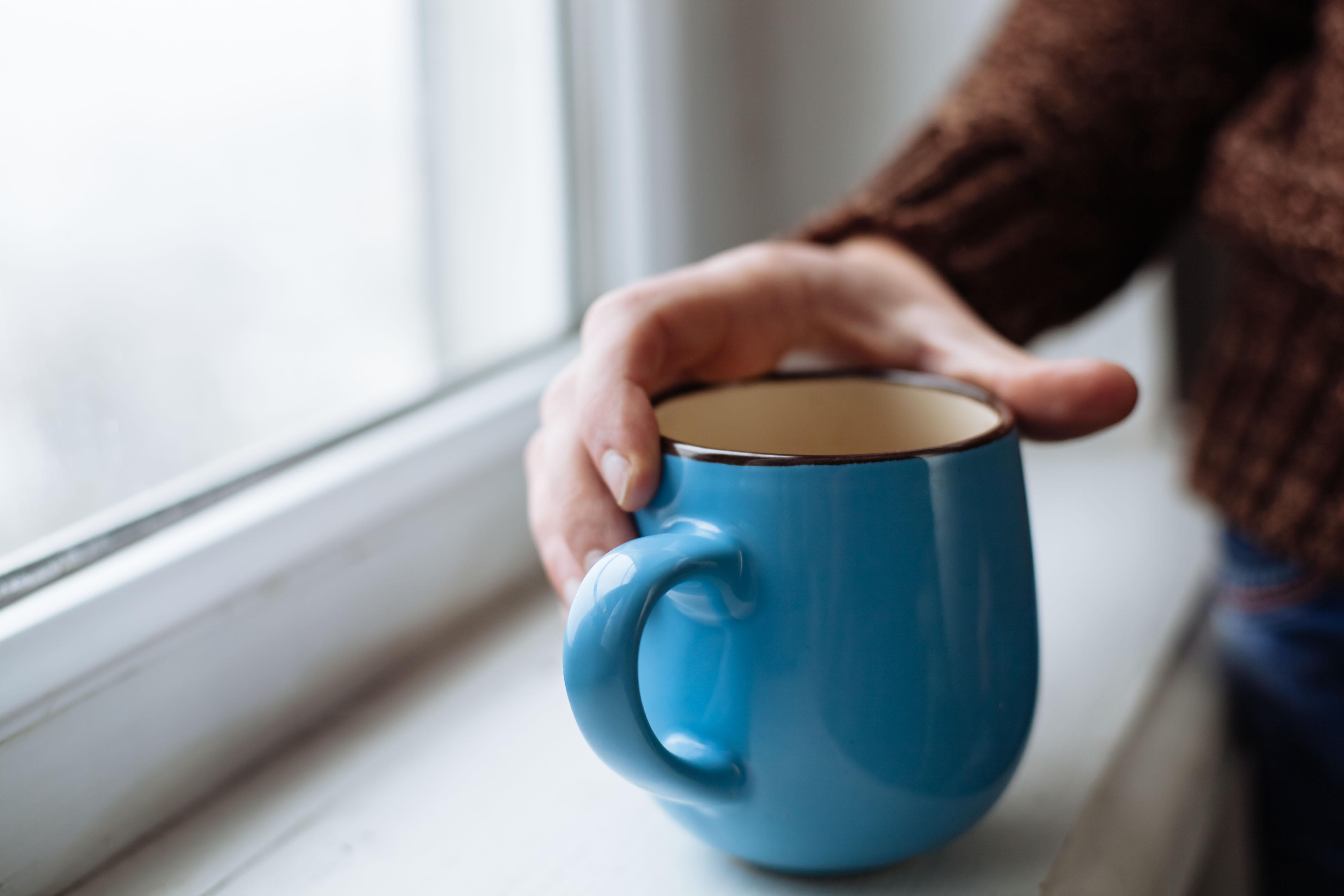 Ur forsknings- och hälsosynpunkt är tre till fyra koppar kaffe om dagen det optimala menar Susanna Larsson vid Karolinska institutet.