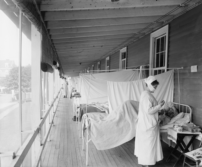 Spanskan kopplade sitt grepp hösten 1918. Det som en månad tidigare hade verkat som en vanlig influensa hade blivit den värsta farsoten i modern tid.