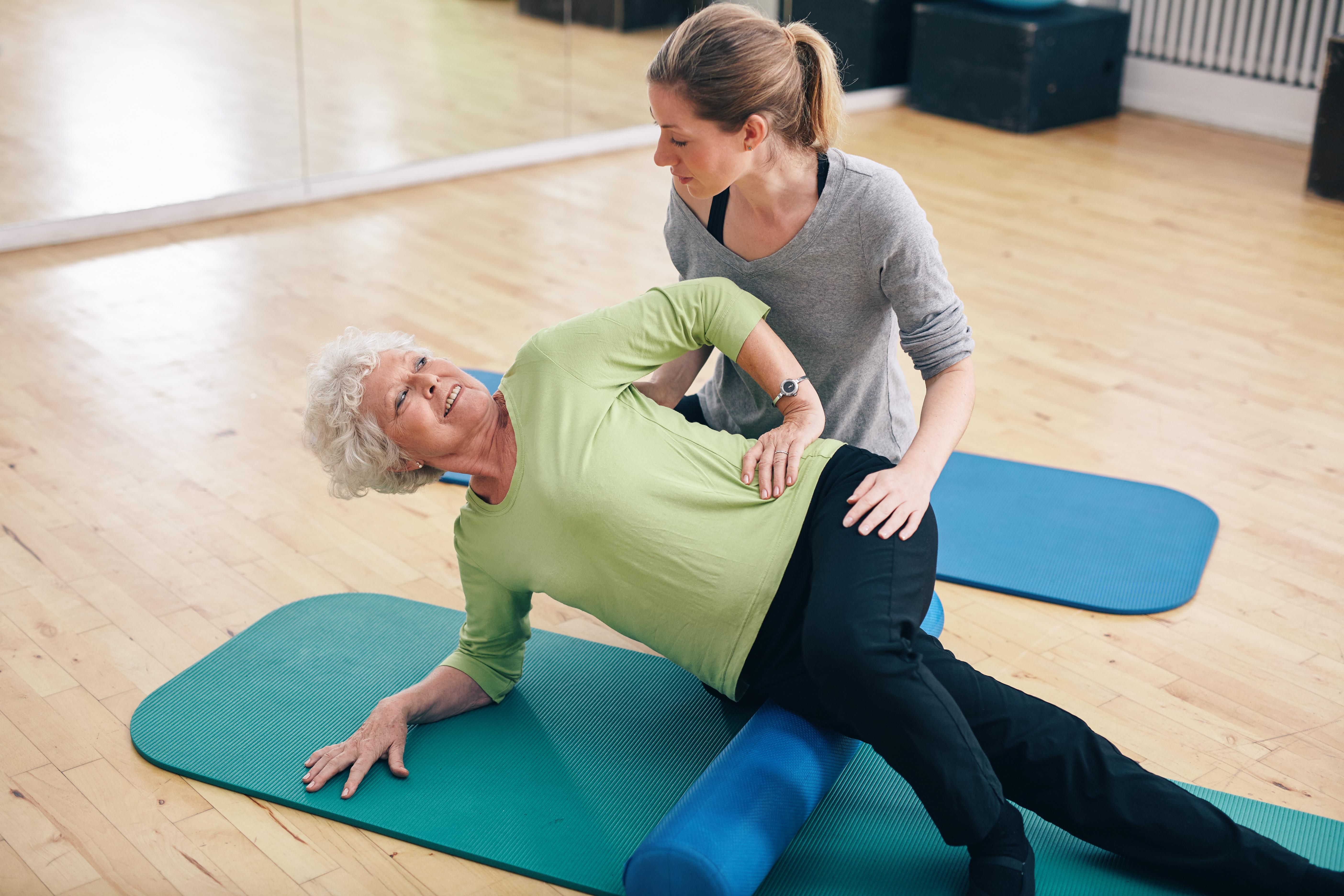 Stretcha med en skumrulle ger avslappnade muskler.