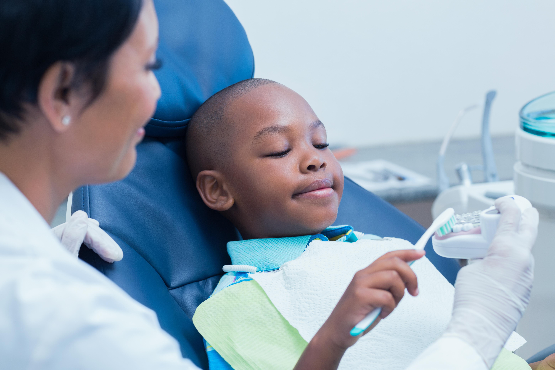 Tandläkare ska bli bättre på att bemöta folks oro för fluor.