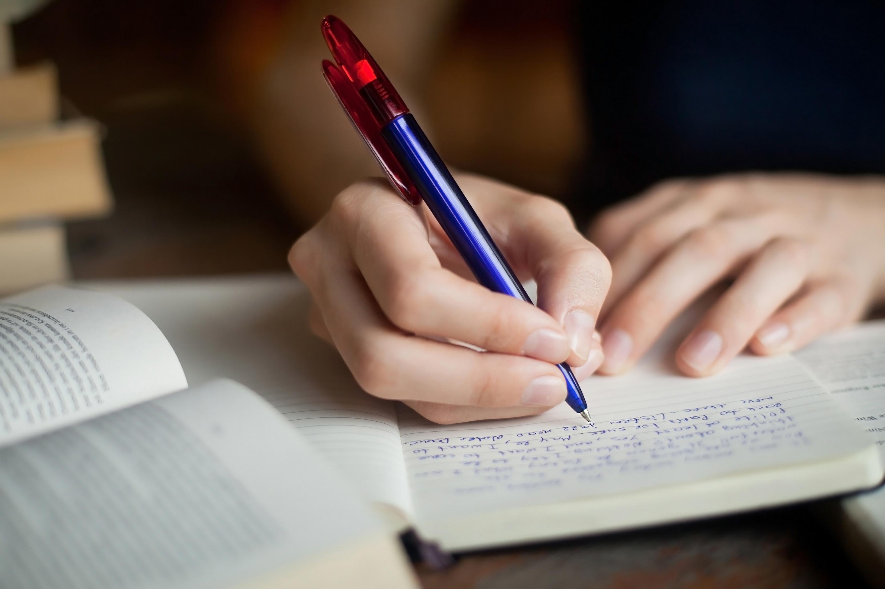 Att skriva för hand förbättrar inlärningsförmågan