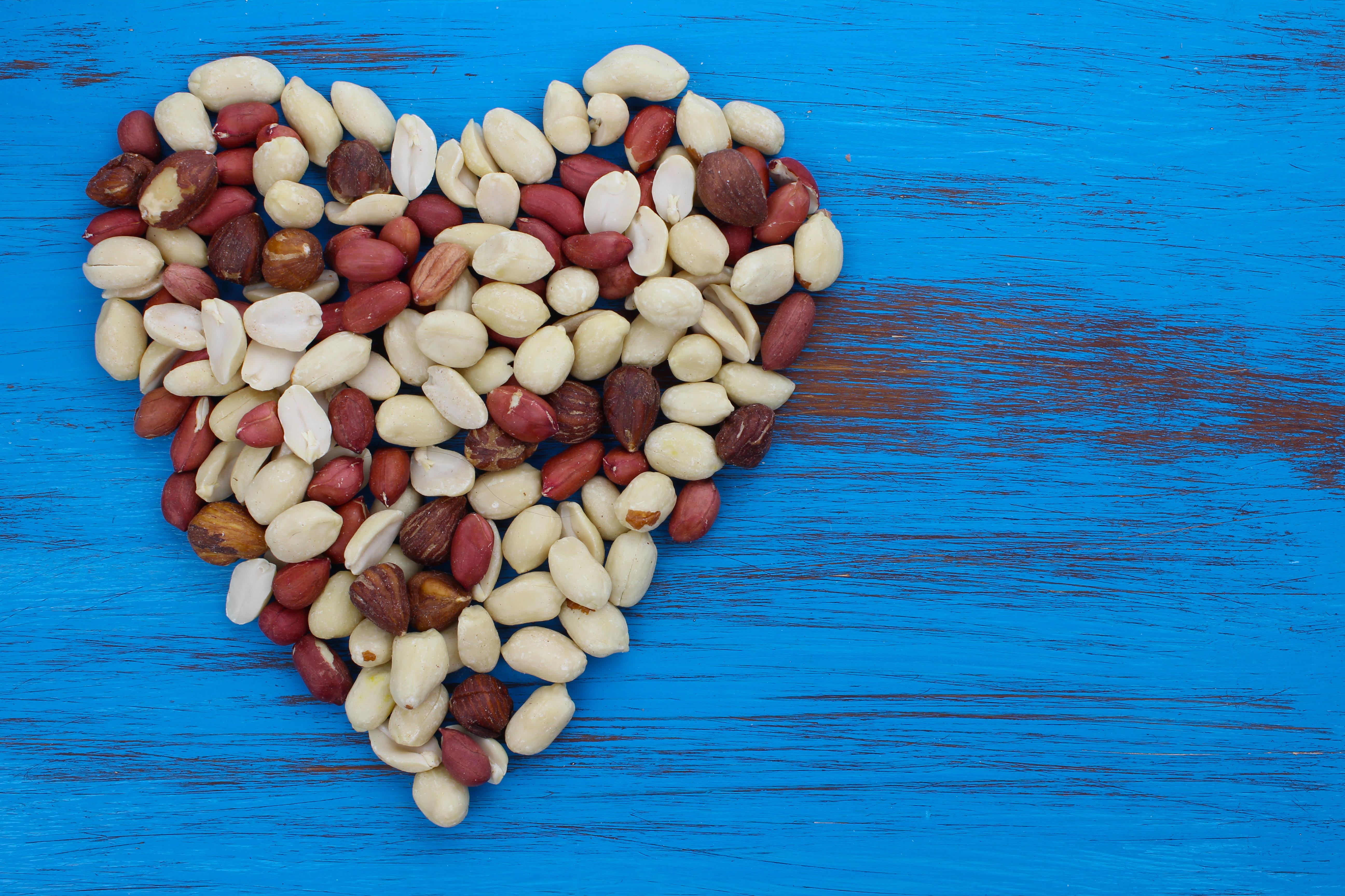 Det tycks finnas samband mellan intag av jordnötter och att leva längre. Det gäller naturligtvis inte jordnötsallergiker, där jordnötter kan innebära livsfara.