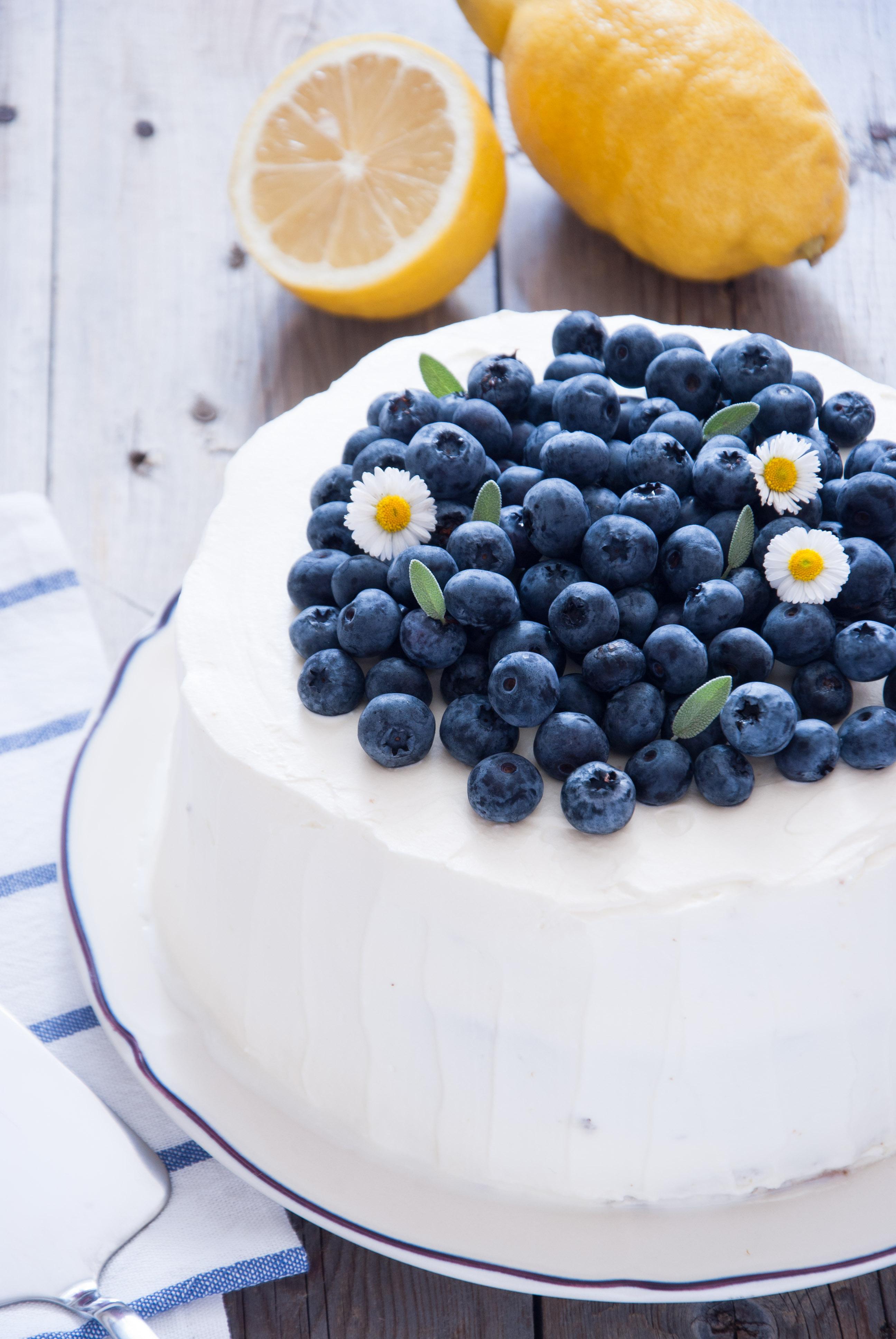 Laktosfri blåbärs- och citrontårta