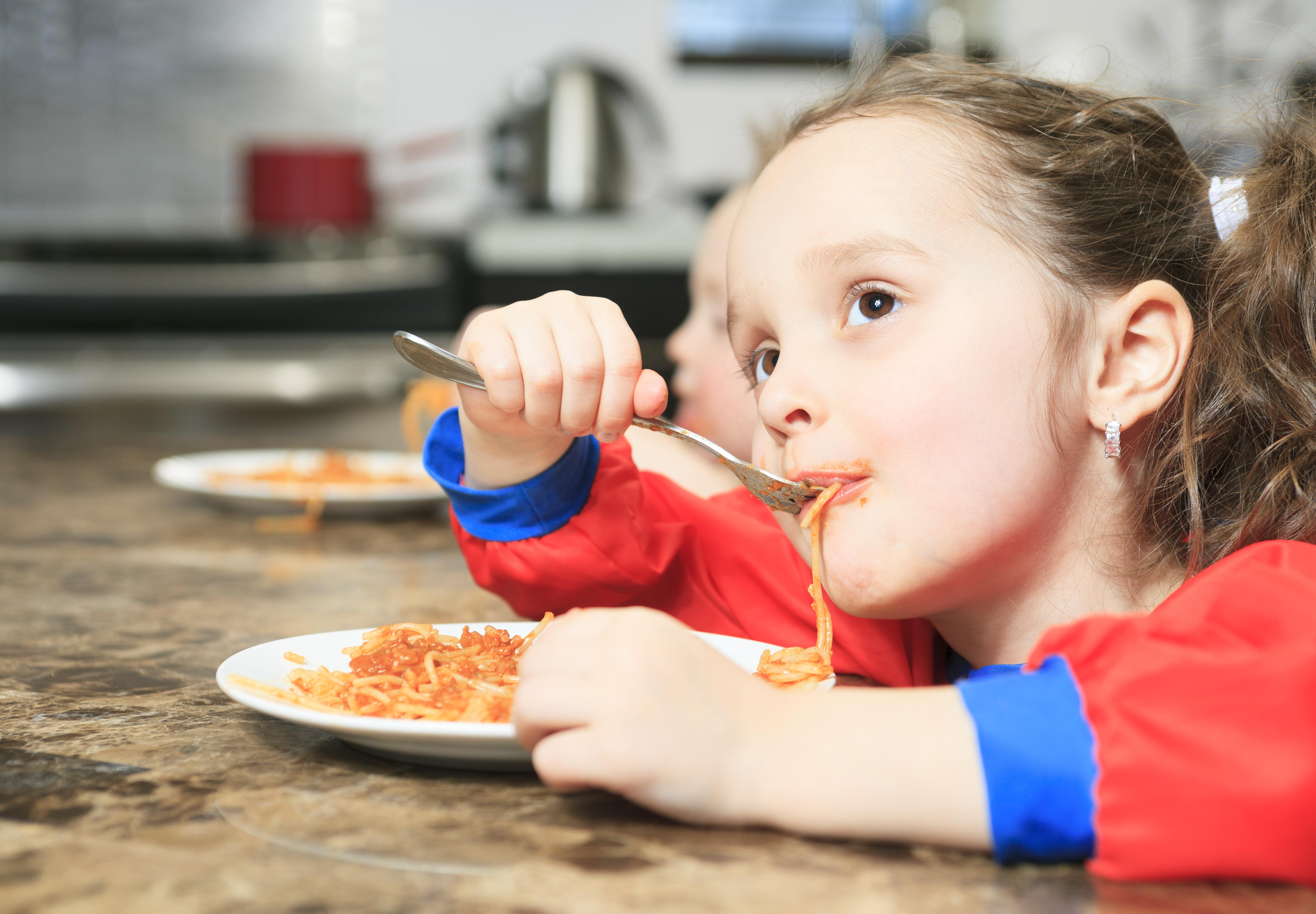 Allra mest bekymrar föräldrar sig över all sockerstinn och onyttig mat med olika tillsatser som barnen utsätts för och äter av.