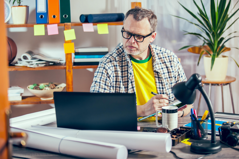 Långa arbetsdagar betyder mindre tid över för hälsosamma aktiviteter och kan göra att både du och din partner går upp i vikt.