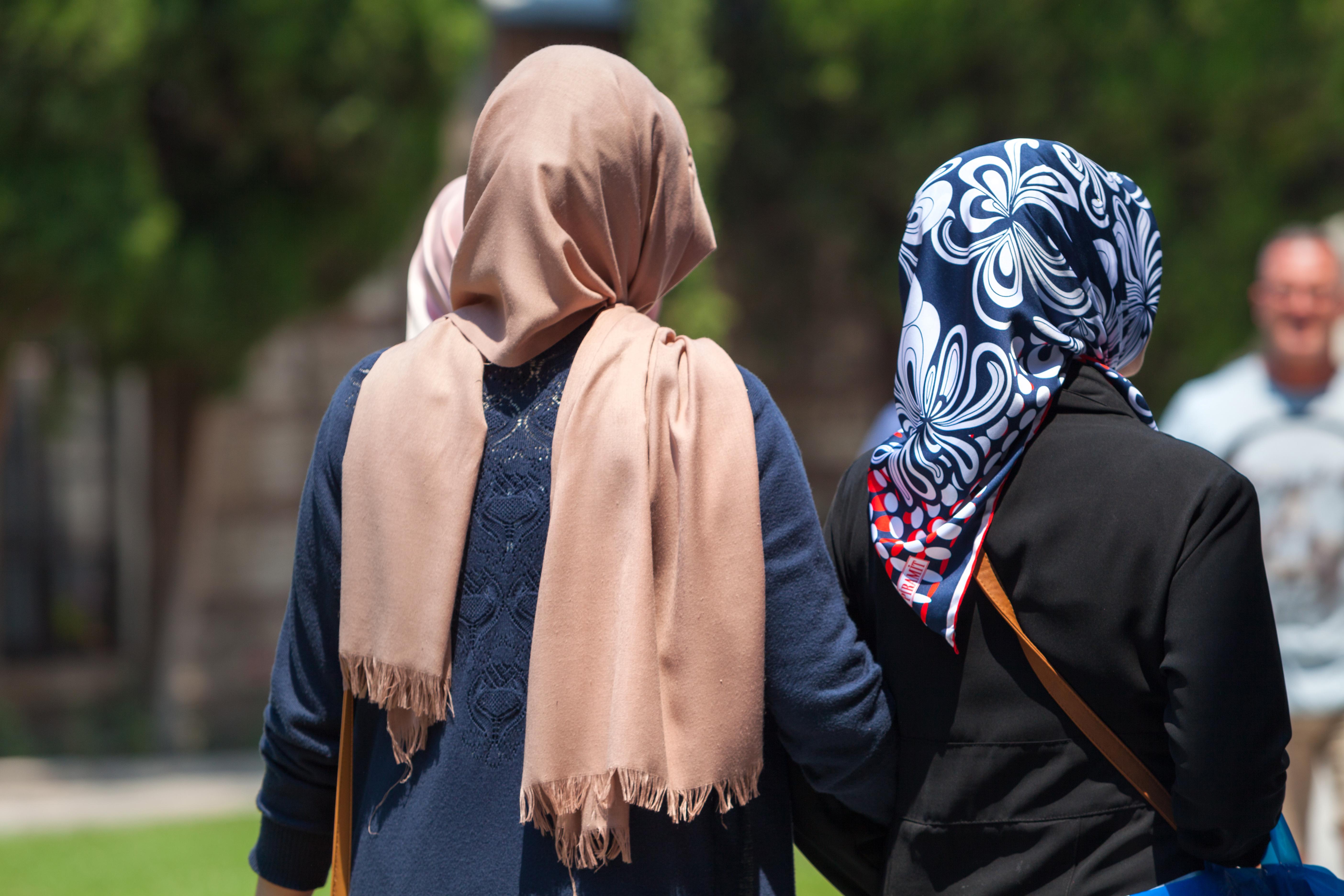 Kvinnor med låg utbildning, svag ekonomi eller av utländsk härkomst utgör majoriteten av de som aldrig kommer på de allmänna undersökningarna.