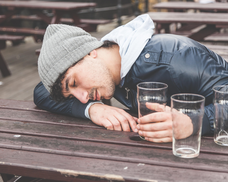 Mycket alkohol på kort tid gör att det uppstår förändringar i den del av hjärnan som hanterar inlärning och minne.