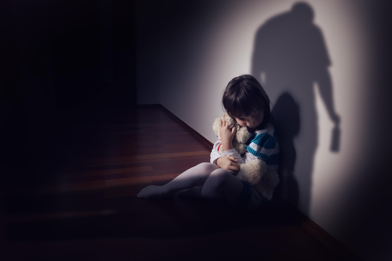 Barn som växer upp i en familj där någon dricker för mycket får sällan den uppmärksamhet och bekräftelse som barn behöver.