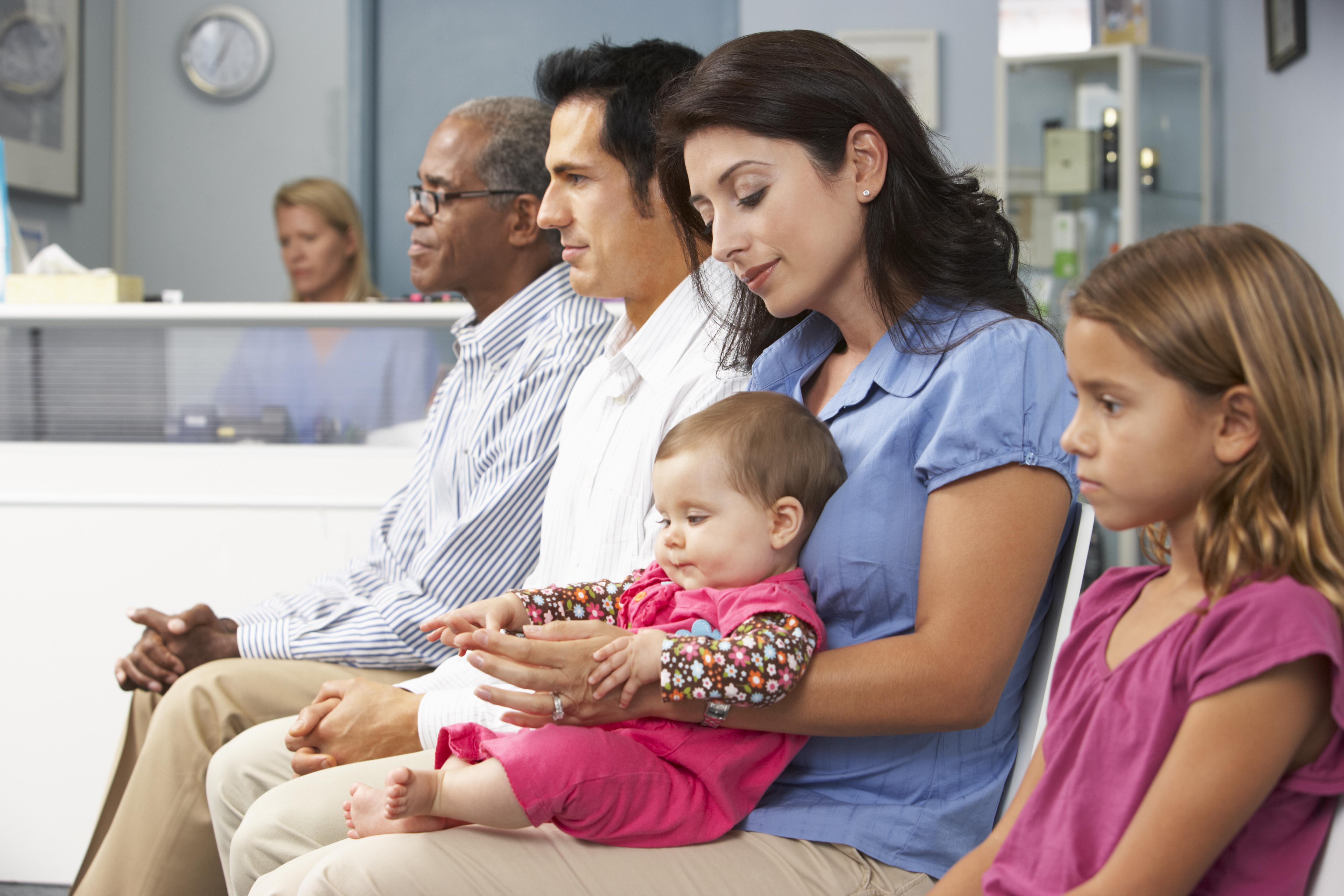 Genom att göra det gratis att få vård på vårdcentralen hoppas man kunna styra patienterna till rätt vårdnivå.