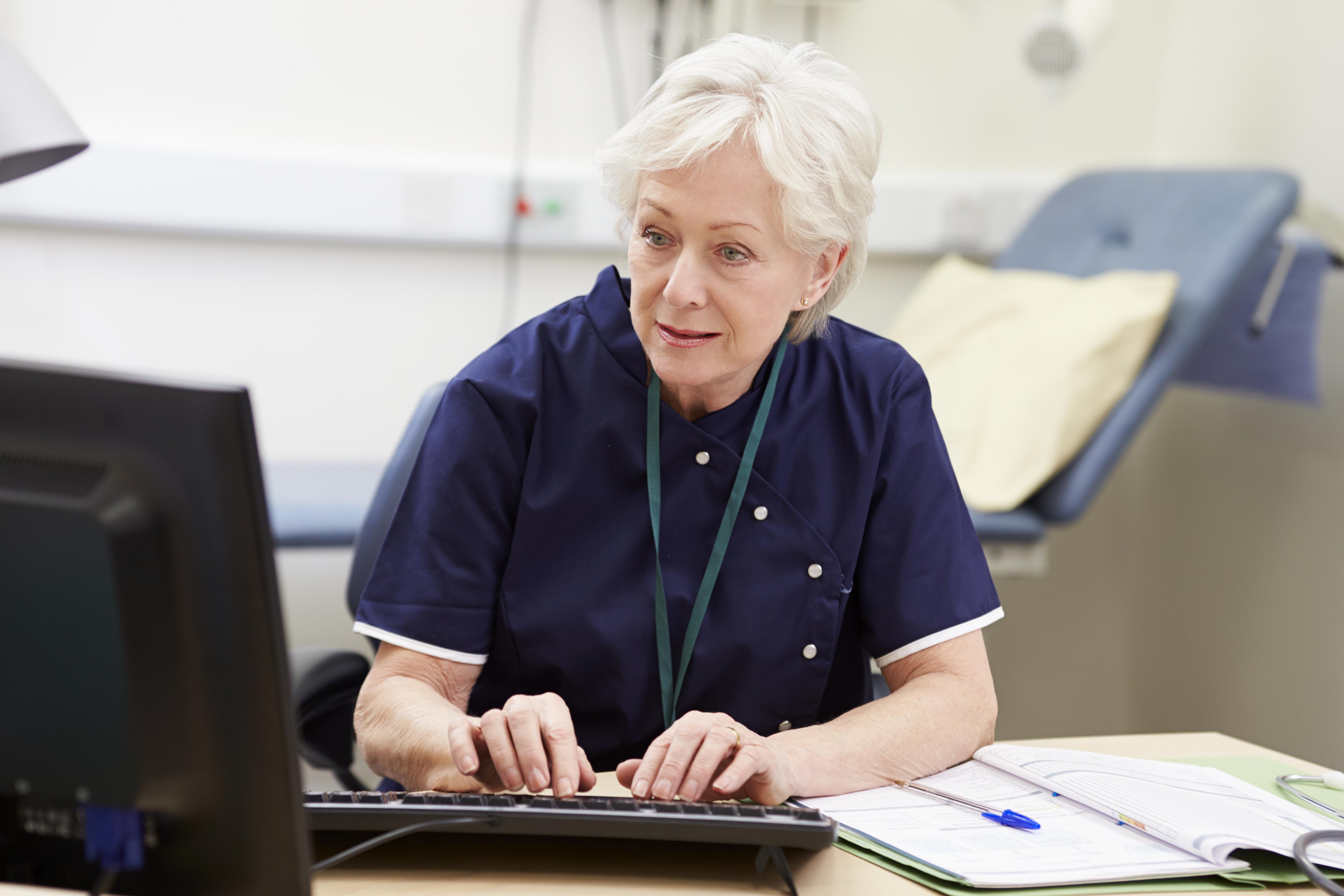 Den gemensamma satsningen på e-vård hoppas regeringen ska leda till förbättrad arbetssituation inom vård och omsorg bland annat.
