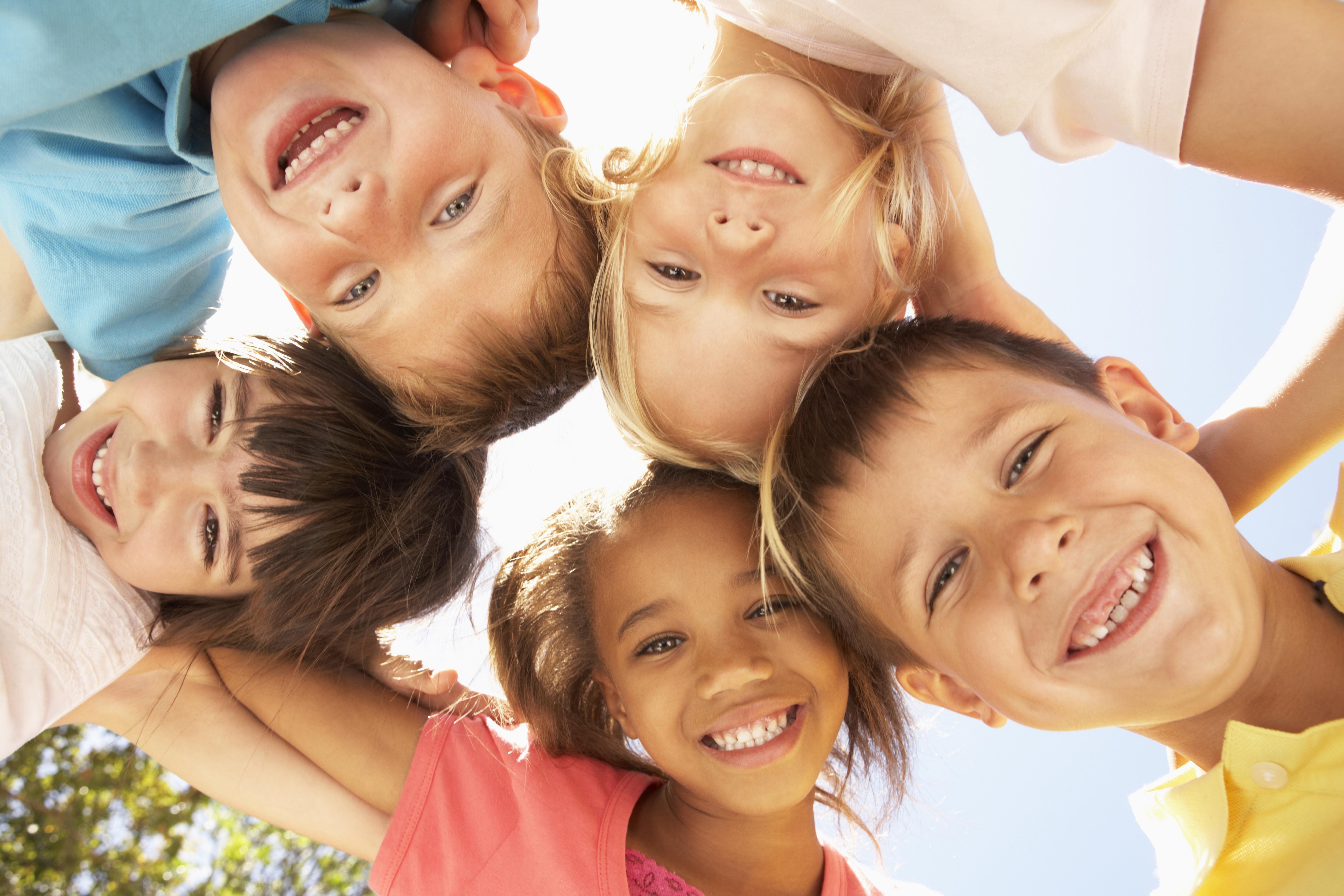 I studien lät forskare undersöka hur hur olika sinnesstämningar sprider sig bland barn och ungdomar och det visade sig att gott humör smittar.