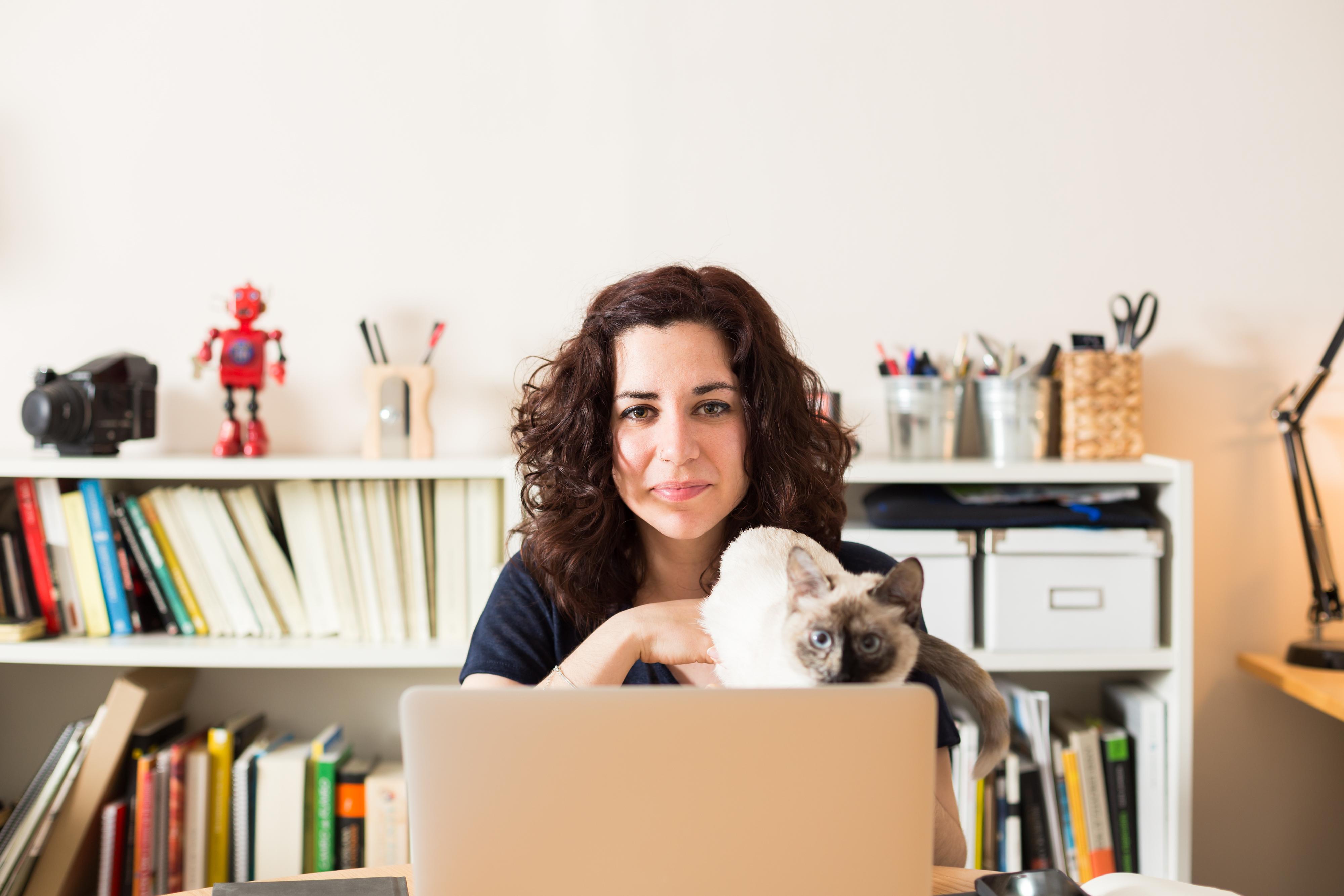 Den nya lagen tillåter anställda att ignorera e-post och andra arbetsrelaterade meddelanden utanför ordinarie arbetstid.