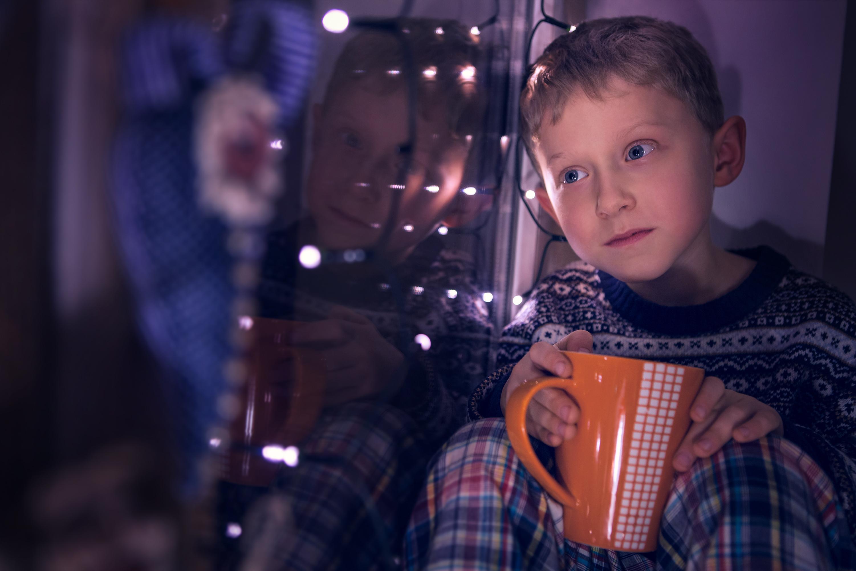 För barn så handlar det tyvärr många gånger om utanförskap - det bästa är att prata med den du misstänker är för sig själv utan att vilja vara det.