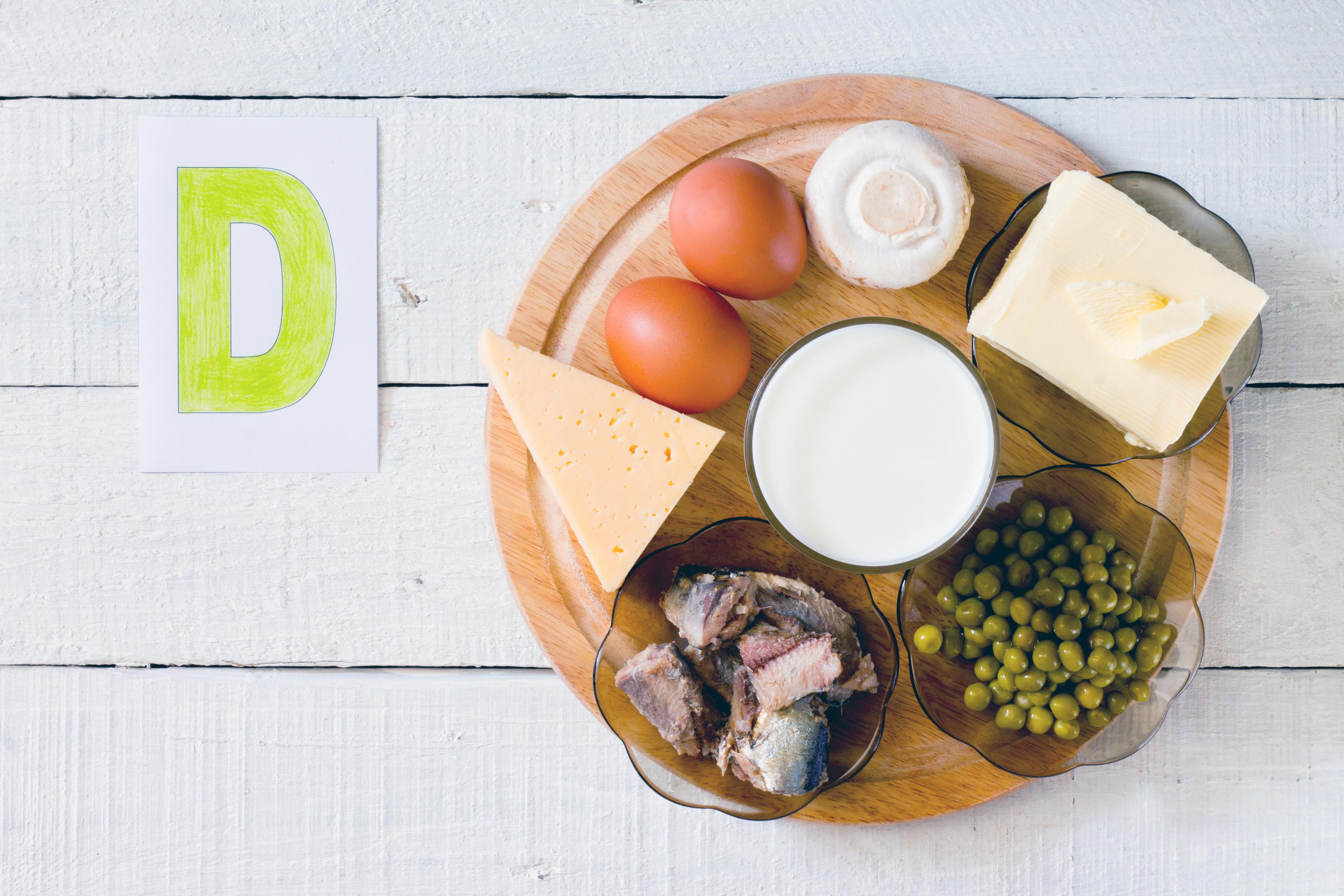 D-vitamin finns bland annat i i berikade mejeriprodukter, fet fisk och kantareller.