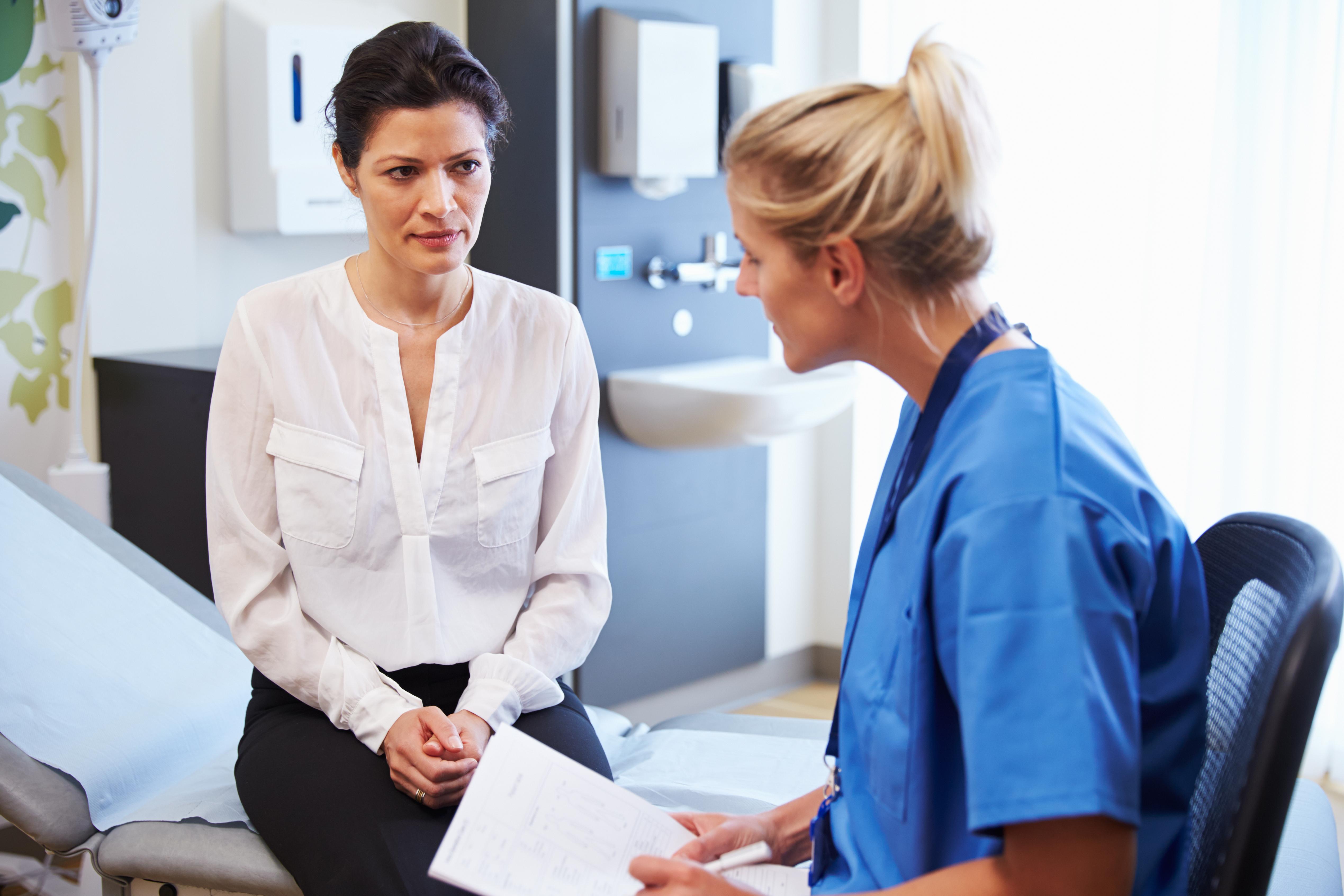 I sin rapport konstaterar Socialstyrelsen att det saknas kontinuitet i psoriasisvården och att det finns brister i uppföljning av behandlingen.