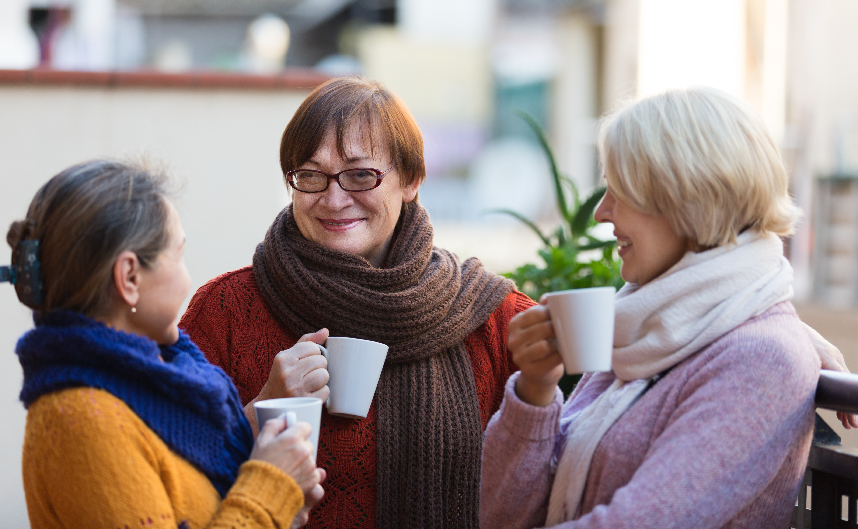 Det visade sig att av alla deltagarna var åldersgruppen 65-79 som lyckligast och kvinnor var mer tillfreds med livet än män.