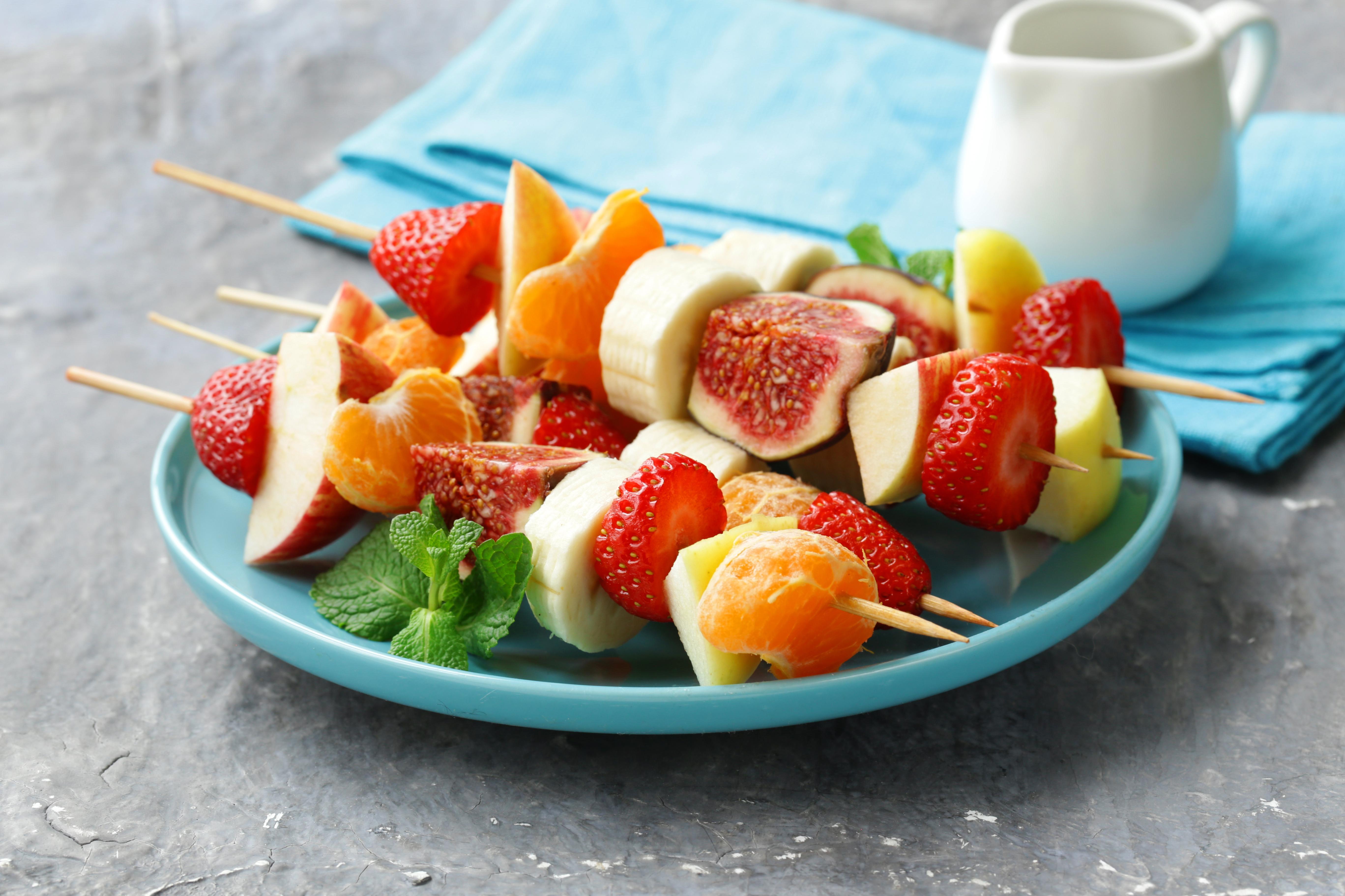 shutterstock_332289584 veckans recept fruktspett grillad frukt mat och vitaminer grilla frukt.jpg