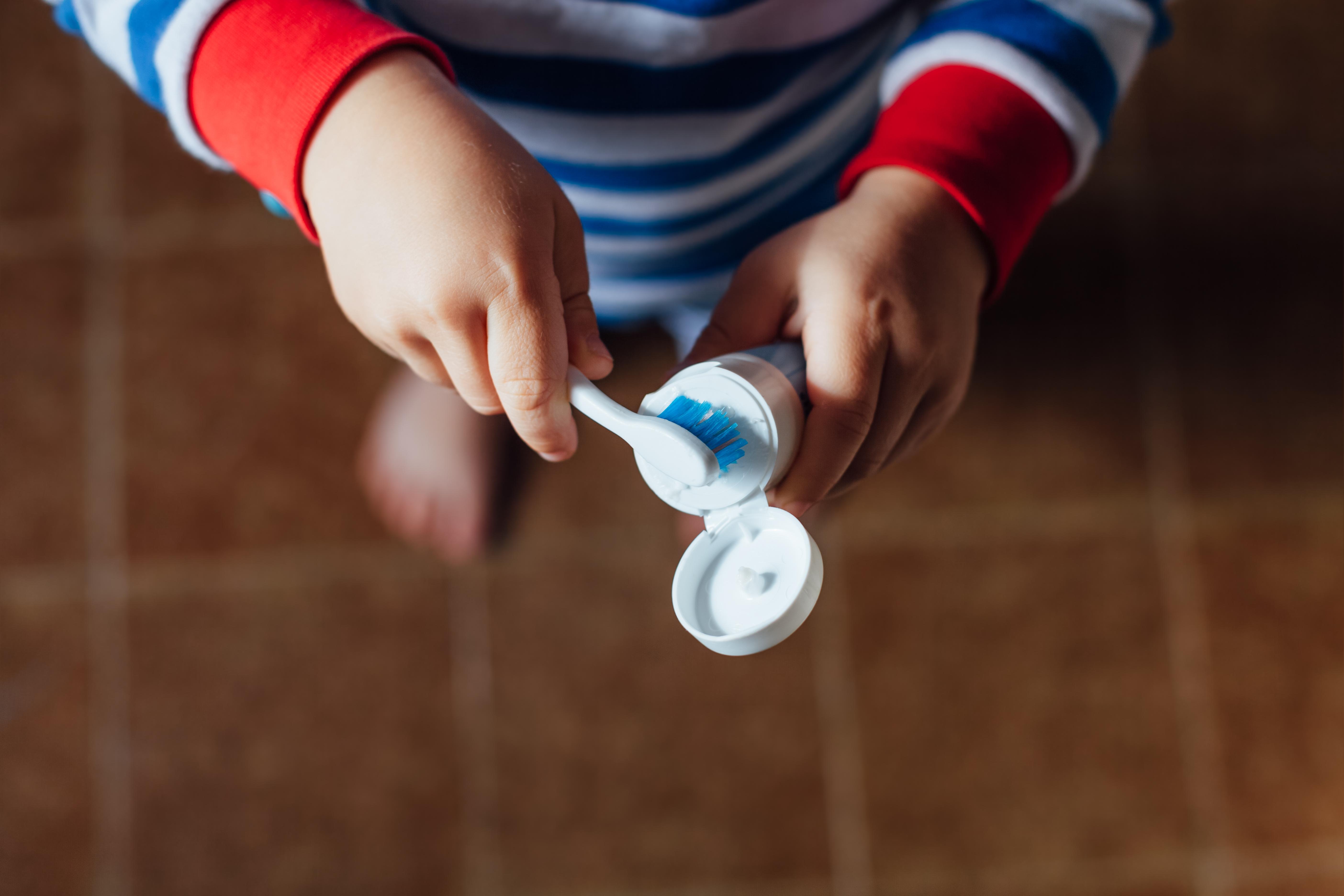 För alla gäller att god munhygien och bra kostvanor är det viktigaste man själv kan göra för att minska risken för karies och tandlossning.